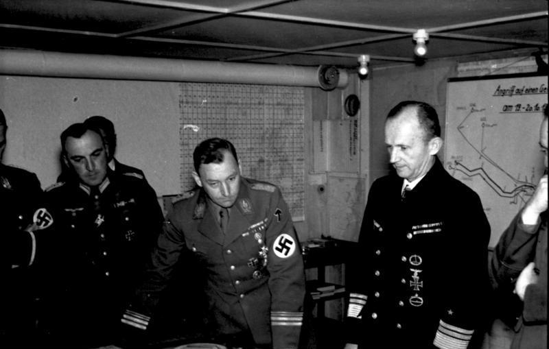 http://upload.wikimedia.org/wikipedia/commons/2/20/Bundesarchiv_Bild_101II-MW-4210-12,_Lorient,_Viktor_Lutze_und_Karl_D%C3%B6nitz.jpg
