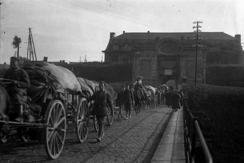 Deutsche Soldaten in Maubeuge während der Besatzung, 1914