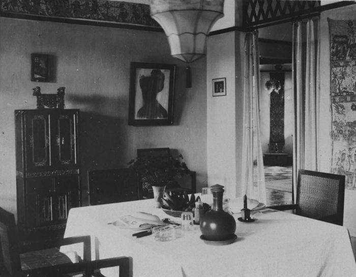 File collectie tropenmuseum interieur van een met beeldende kunst ingericht huis met onder meer - Interieur van amerikaans huis ...