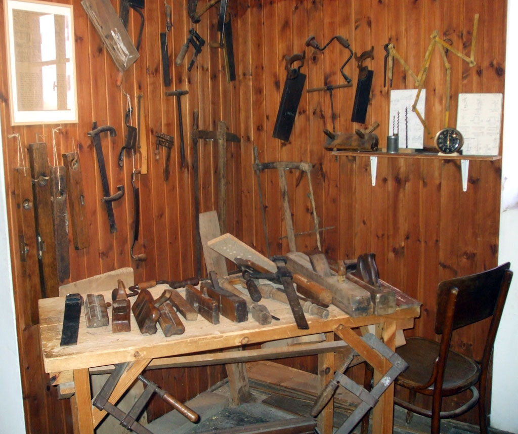 File Carpentry Hand Tools Jpg Wikimedia Commons