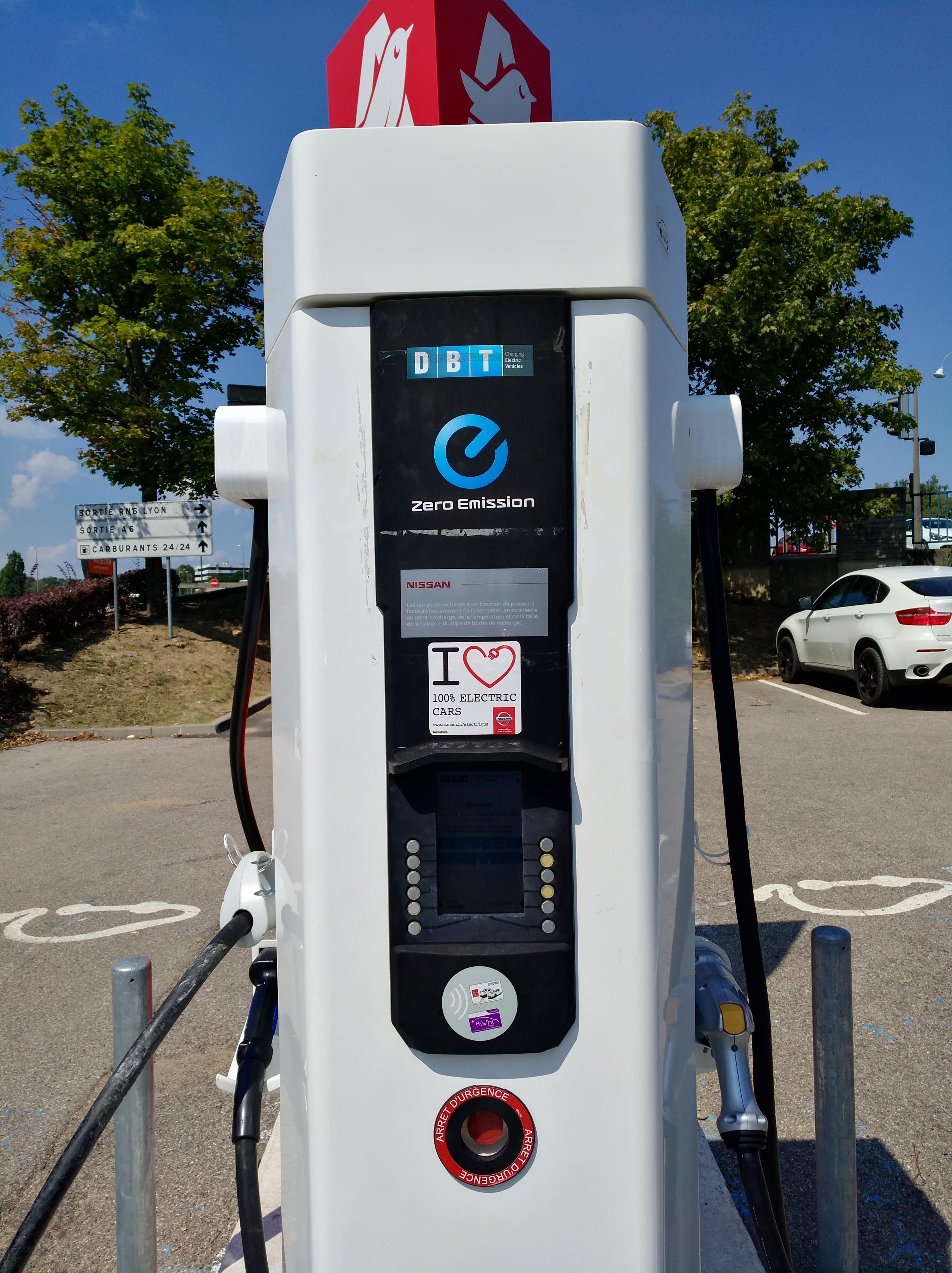 Borne De Recharge >> File Centre Commercial Portes De Lyon Borne Recharge Vehicule