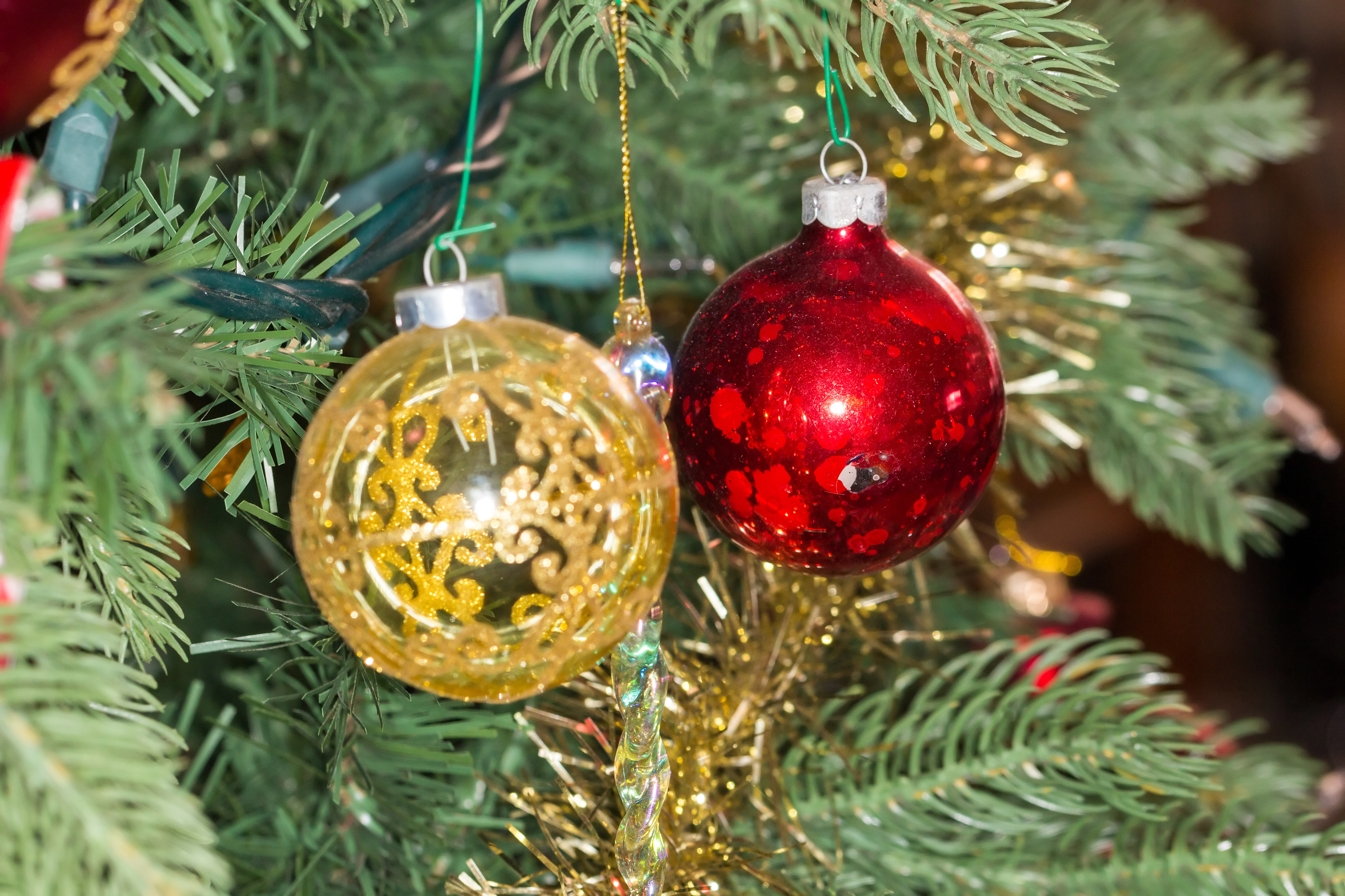 File:christmas Ornaments On An Artificial Tree, 20141231 02