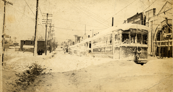 Cleveland_streetcar_after_blizzard_of_19