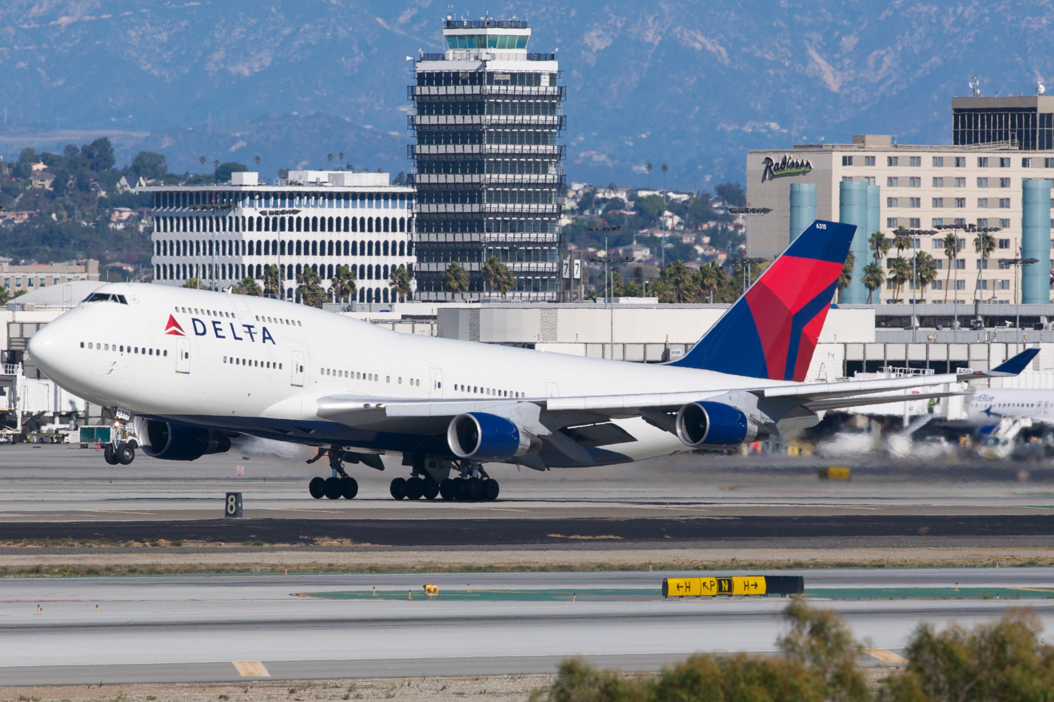 File:Delta Airlines Boeing 747-400 N675NW (7626701694).jpg ...