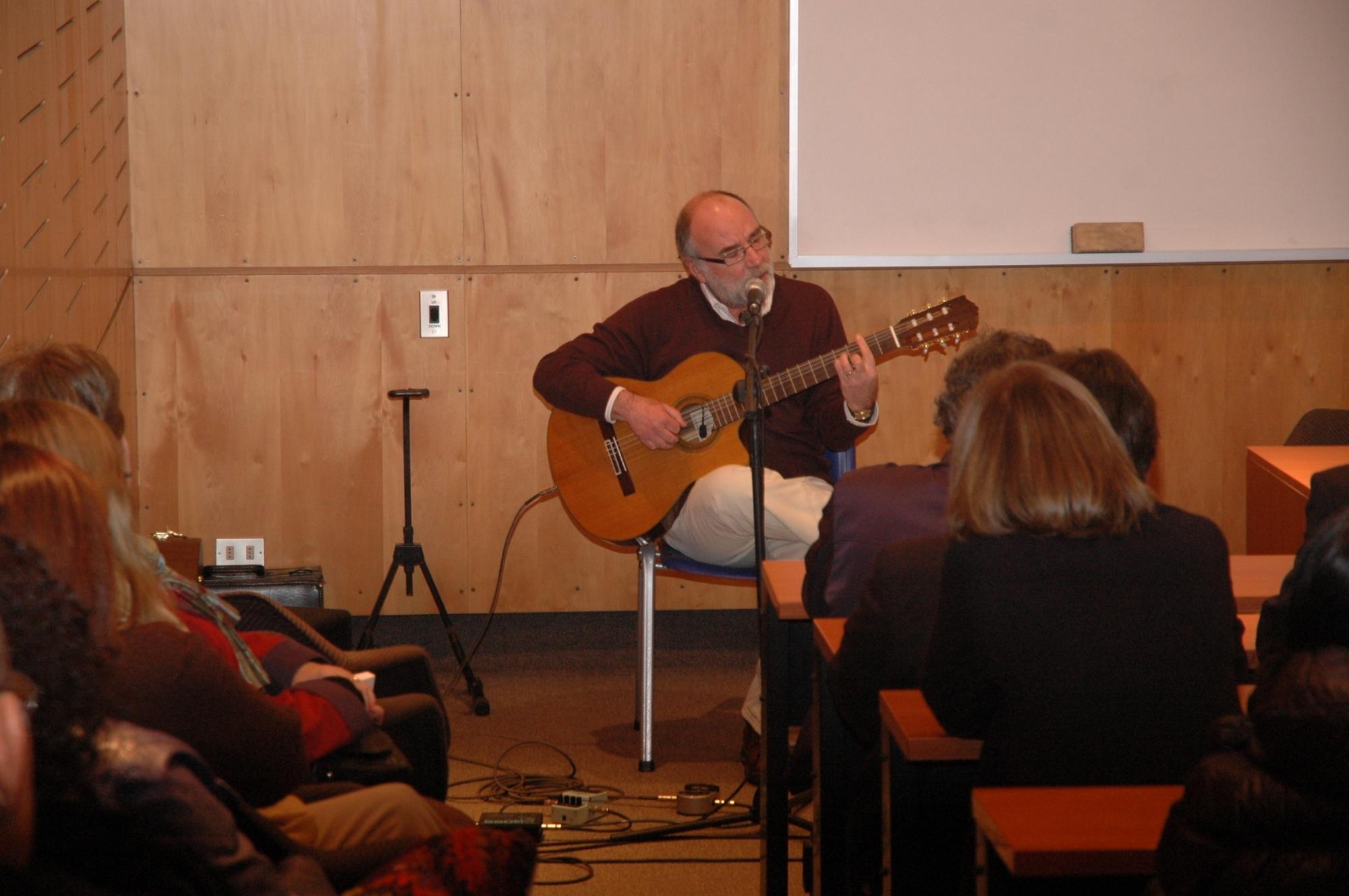 Eduardo Gatti en la Universidad Católica de Chile.