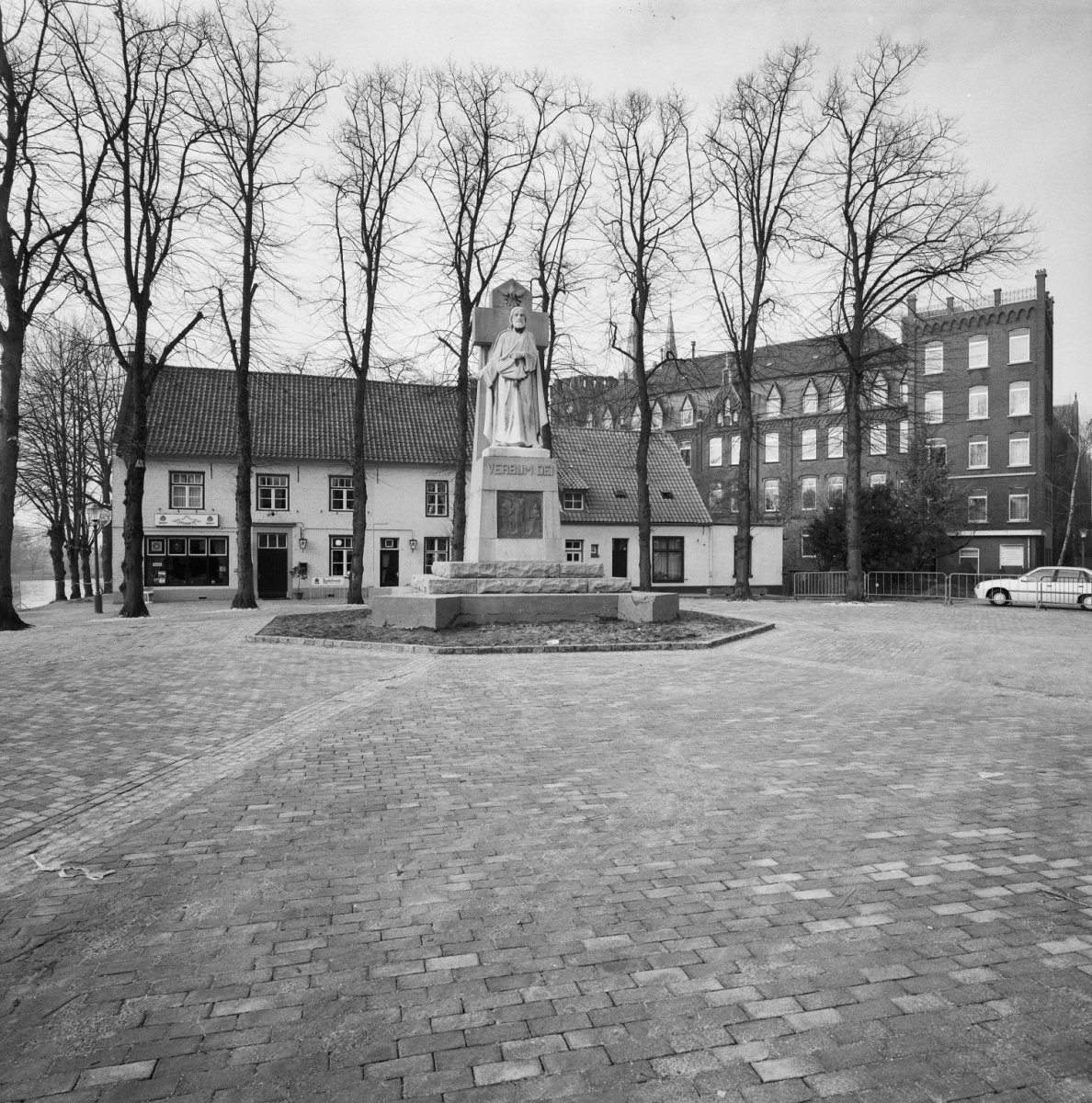 Exterieur beeld van De zaaier voor café 't Veerhuis - Steijl - 20321128 - RCE.jpg
