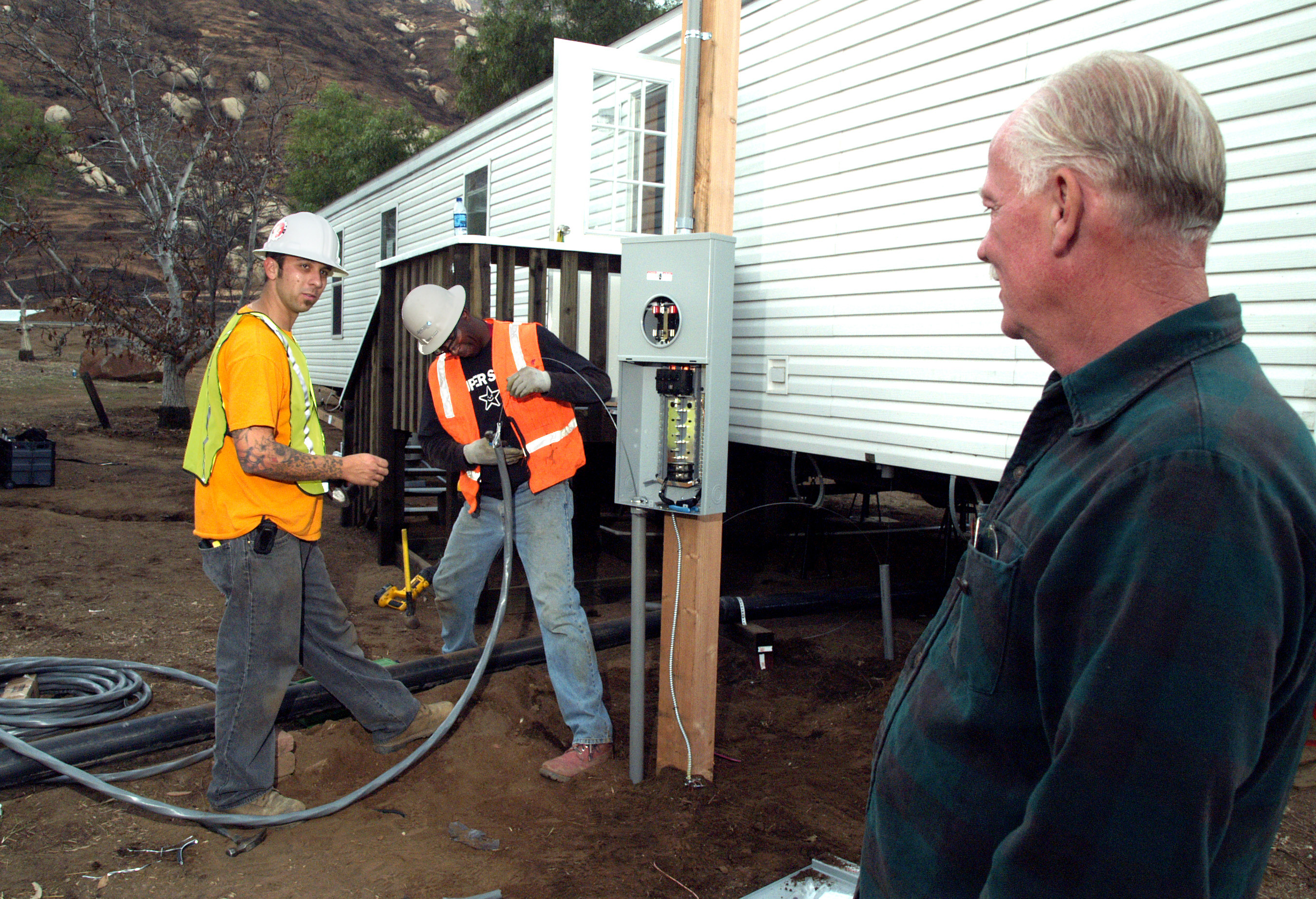 File:FEMA - 33796 - Electricians hook up at mobile home in California.jpg