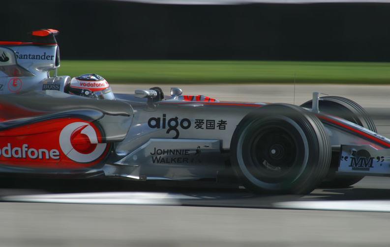 Alonso wint op heroïsche wijze op de Nürburgring.