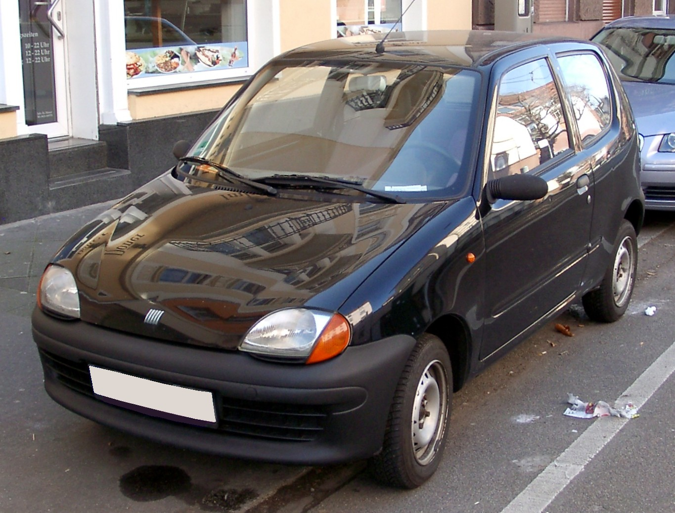 https://upload.wikimedia.org/wikipedia/commons/2/20/Fiat_Seicento_black_front_20080224.jpg