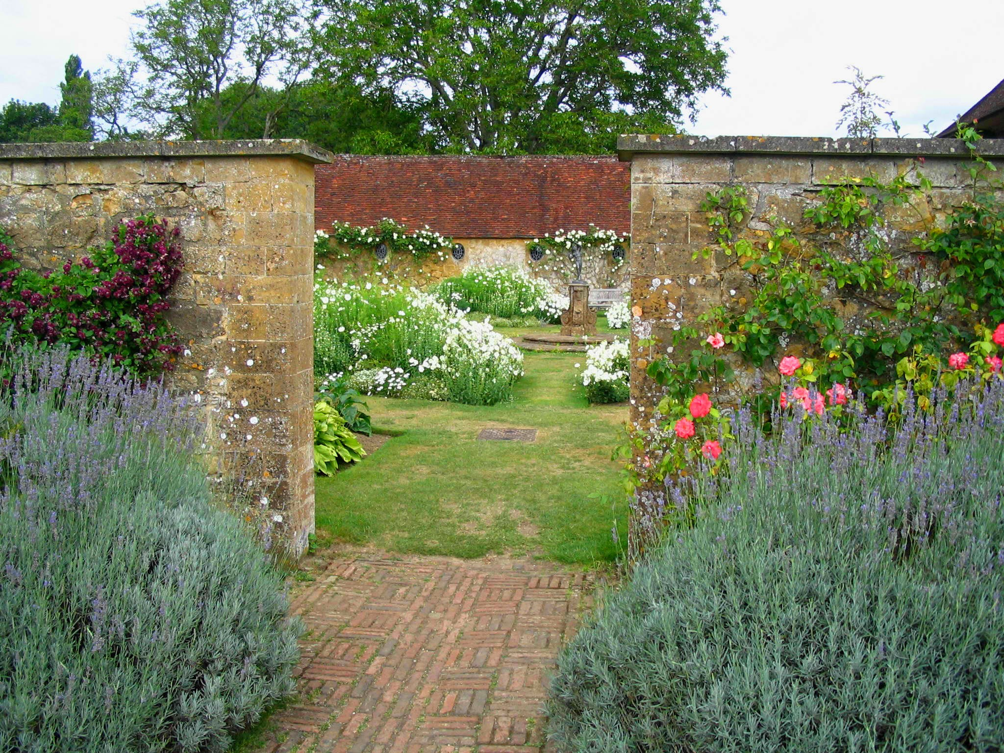 Attrayant File:G Jekyll Enclosed Garden.JPG