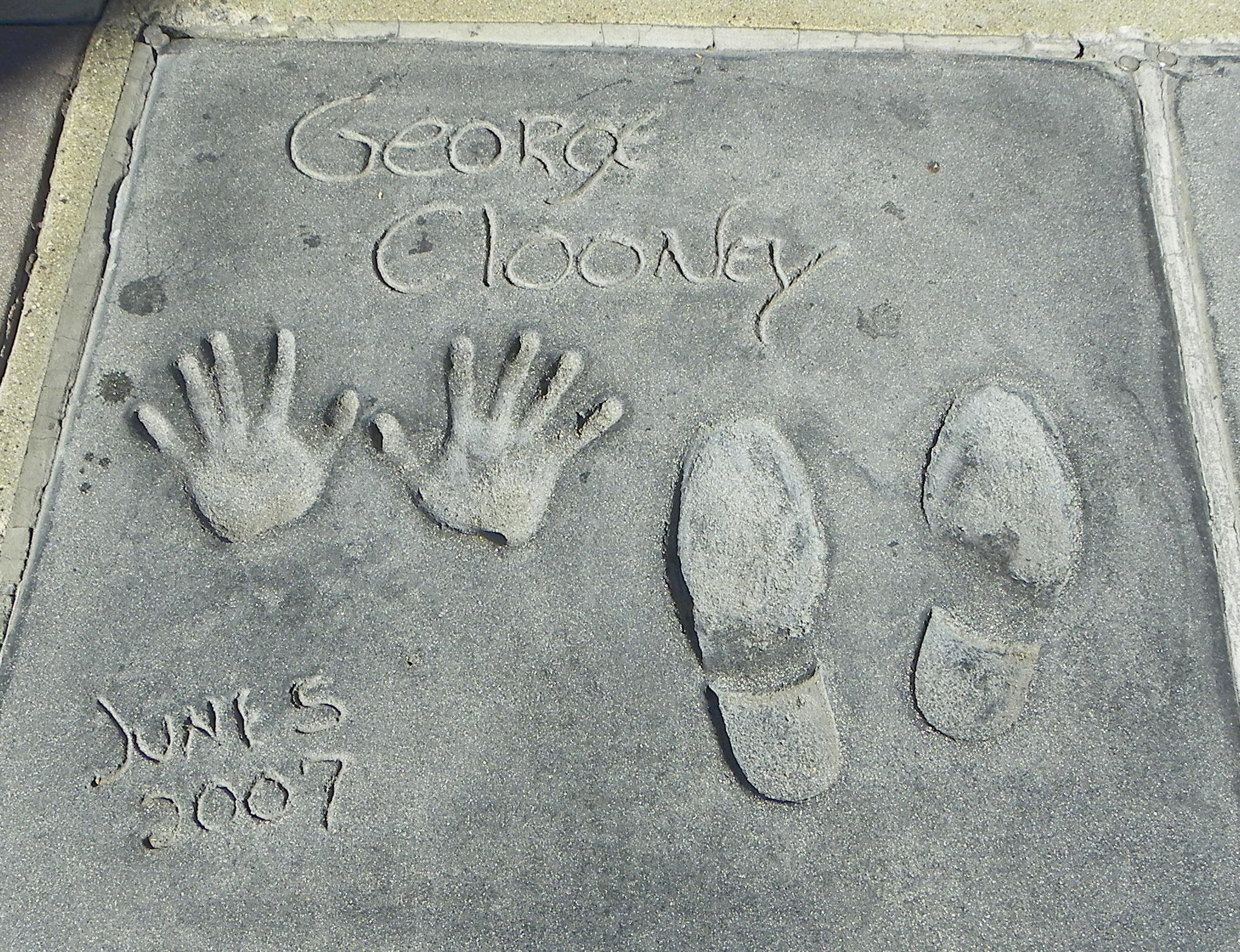 File:GeorgeClooneyGraumanHandFootprintsOct10.jpg - Wikimedia Commons