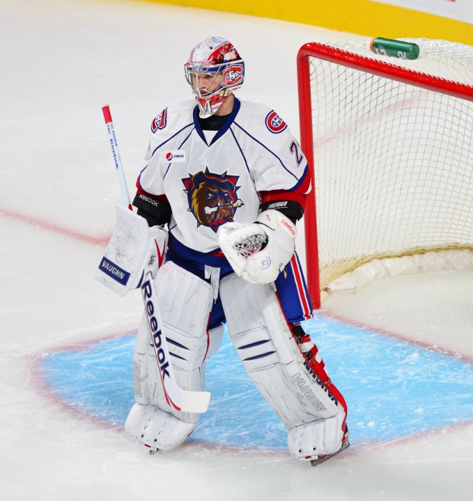 Hamilton_Bulldogs_-_Syracuse_Crunch_-_Be