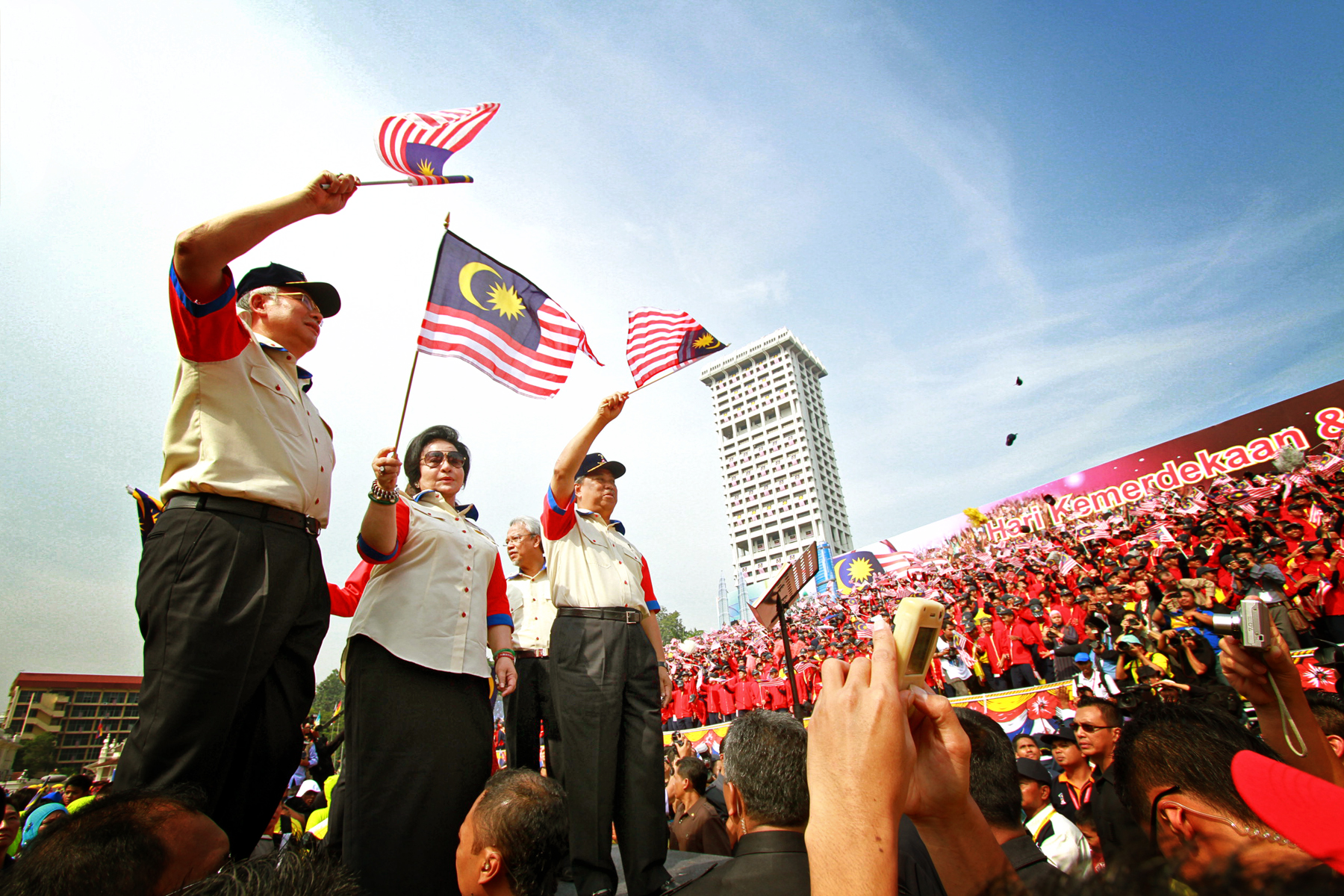 http://upload.wikimedia.org/wikipedia/commons/2/20/Hari_Malaysia_celebration_in_2011.jpg