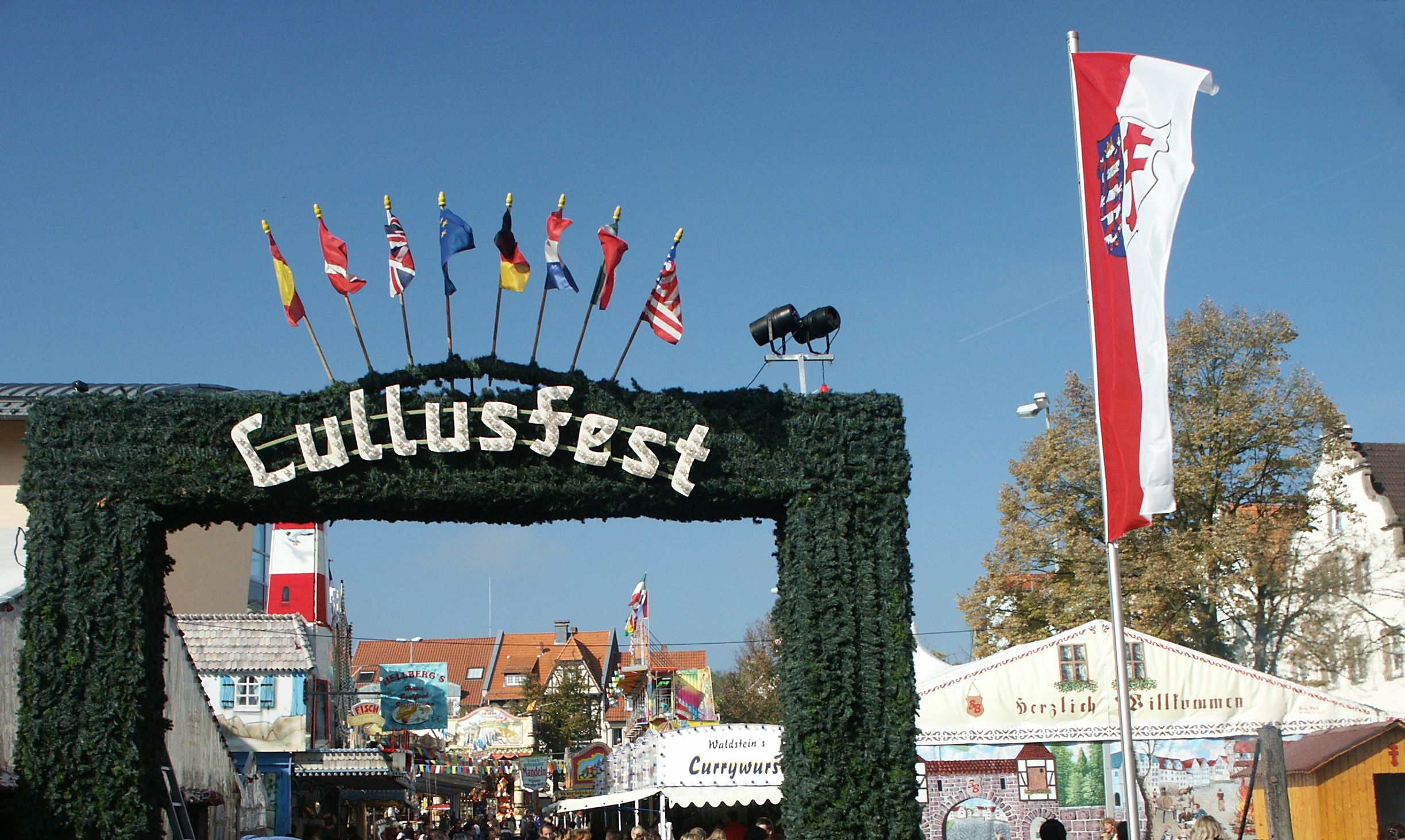 http://upload.wikimedia.org/wikipedia/commons/2/20/Hersfelder_lullusfest_entrance.jpg
