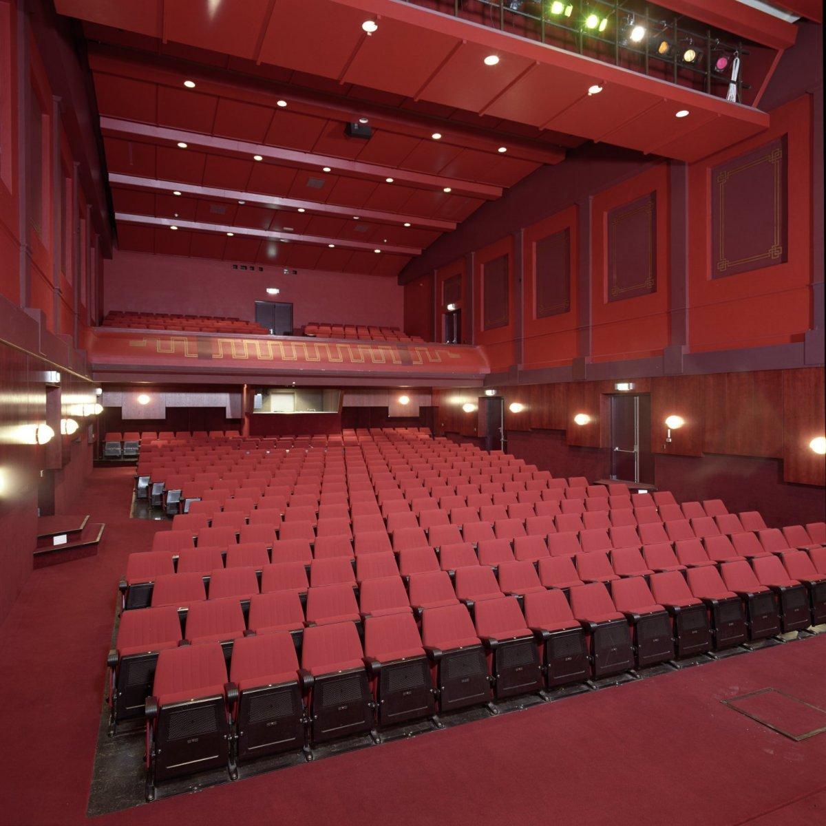 File:Interieur, overzicht theaterzaal - Rijssen - 20397531 - RCE.jpg ...