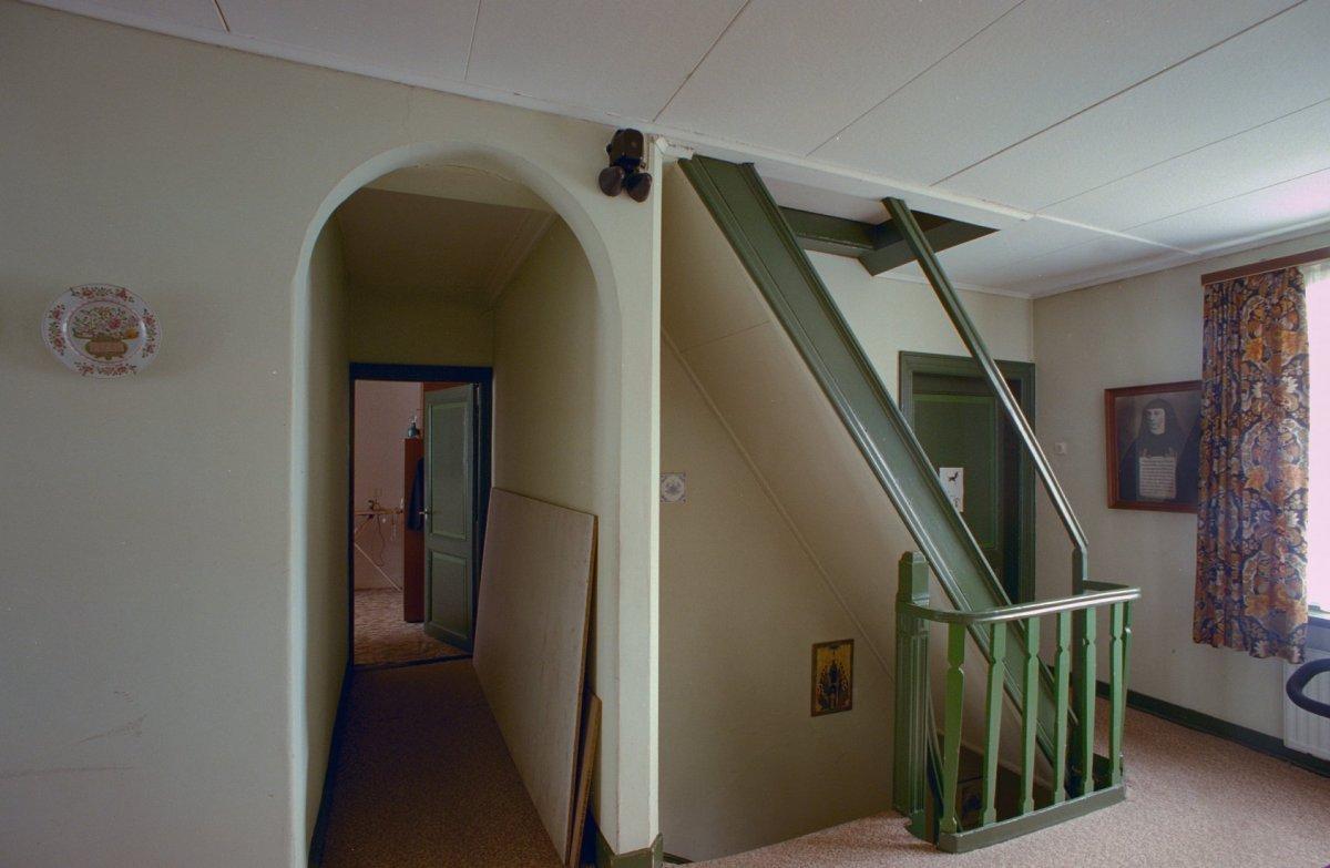 File interieur pastorie eerste verdieping gang en trap putte