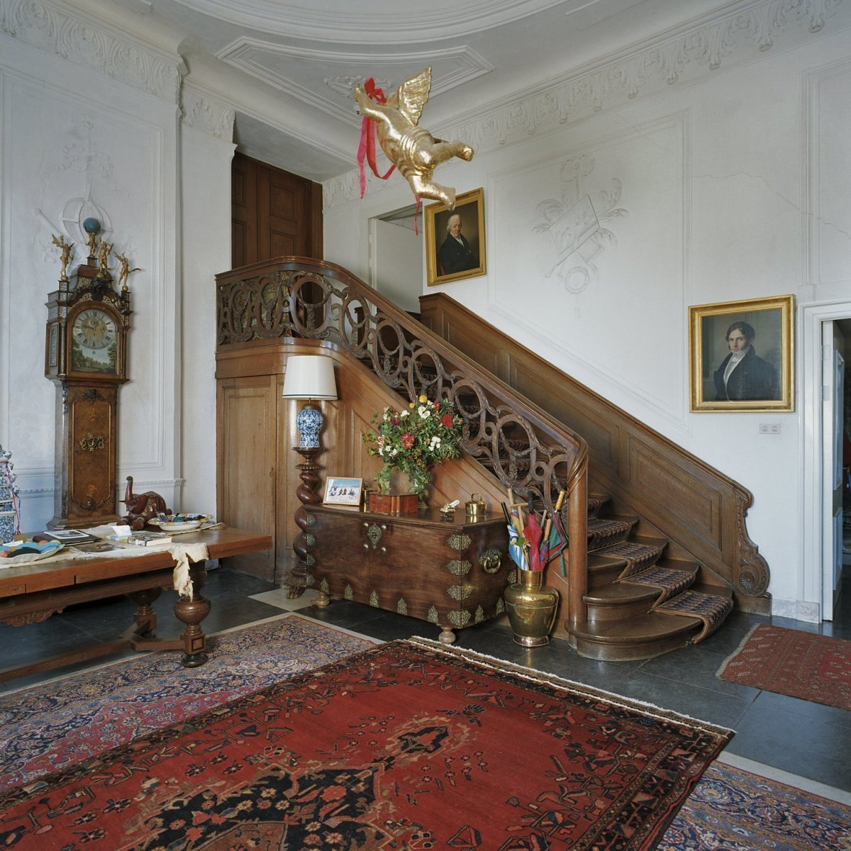 File interieur hal met zicht op trap laag keppel 20382606 wikimedia commons for Foto trap interieur