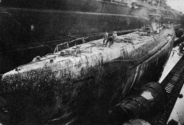 پرونده:Japanese submarine I-352 in 1948.jpg