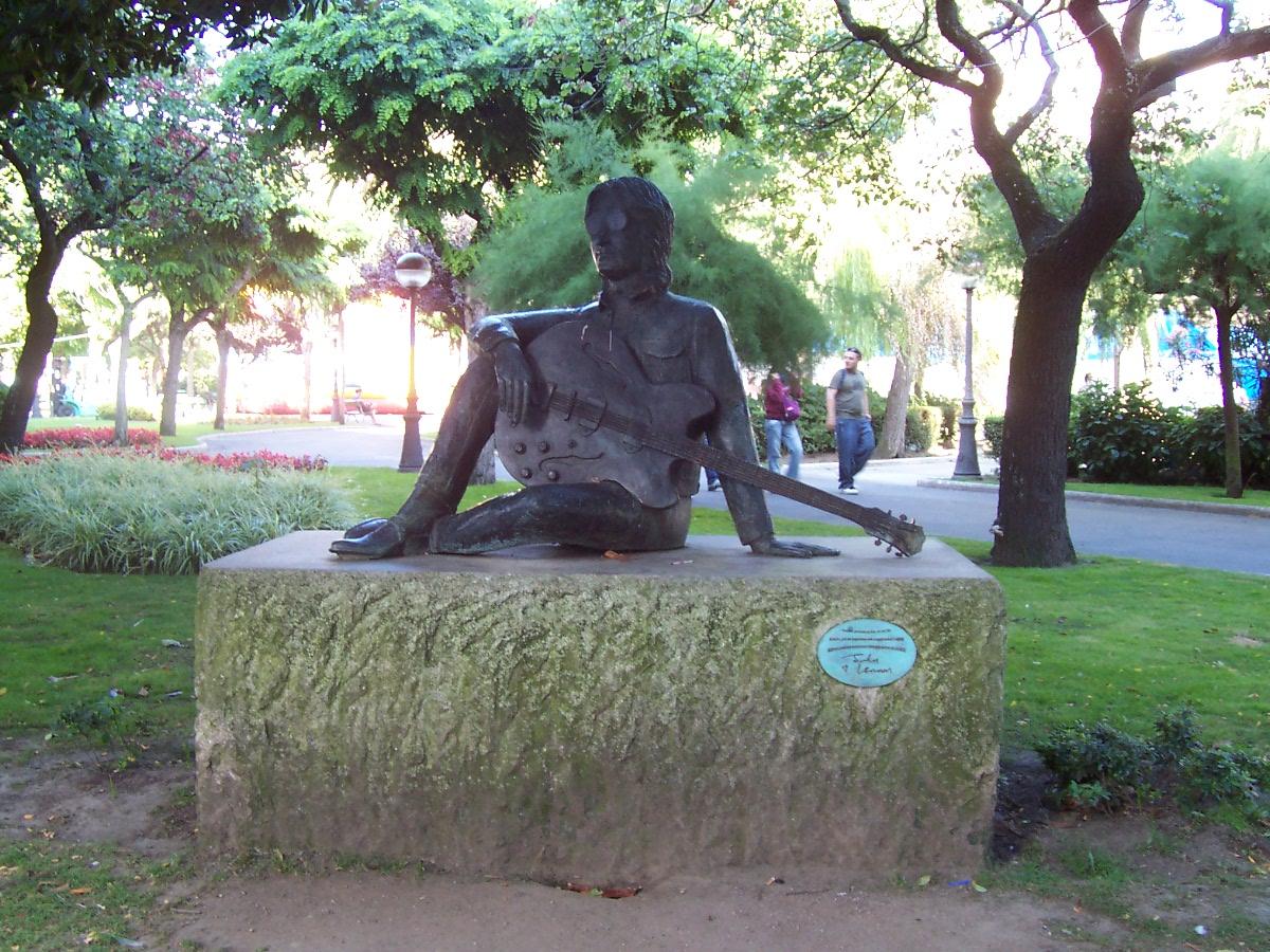 Estatua de John Lennon en el Jardín Méndez Núñez, A Coruña (La Coruña), Galicia, España
