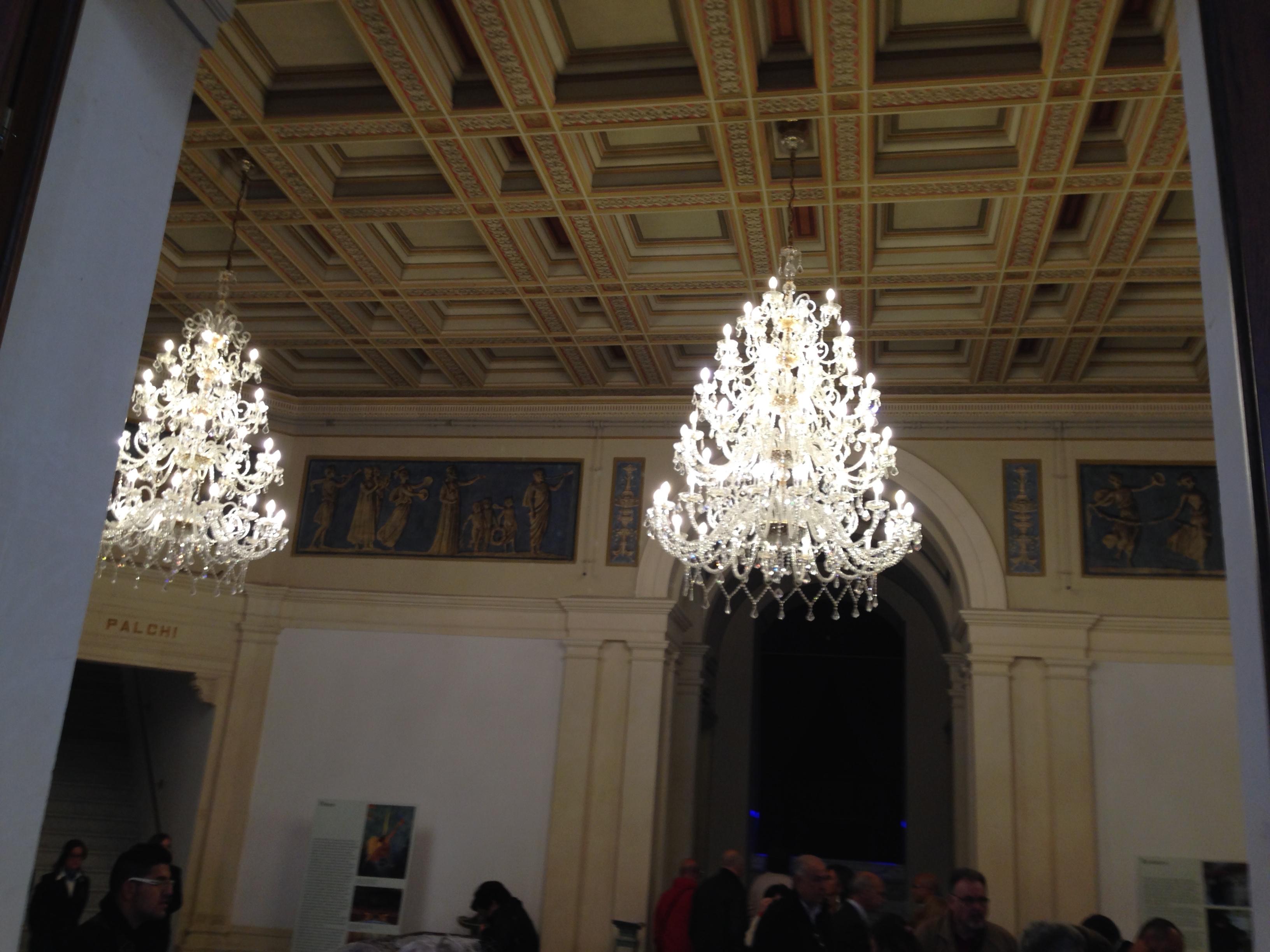 Lampadario Da Ingresso : File:lampadari ingresso del teatro.jpg wikipedia
