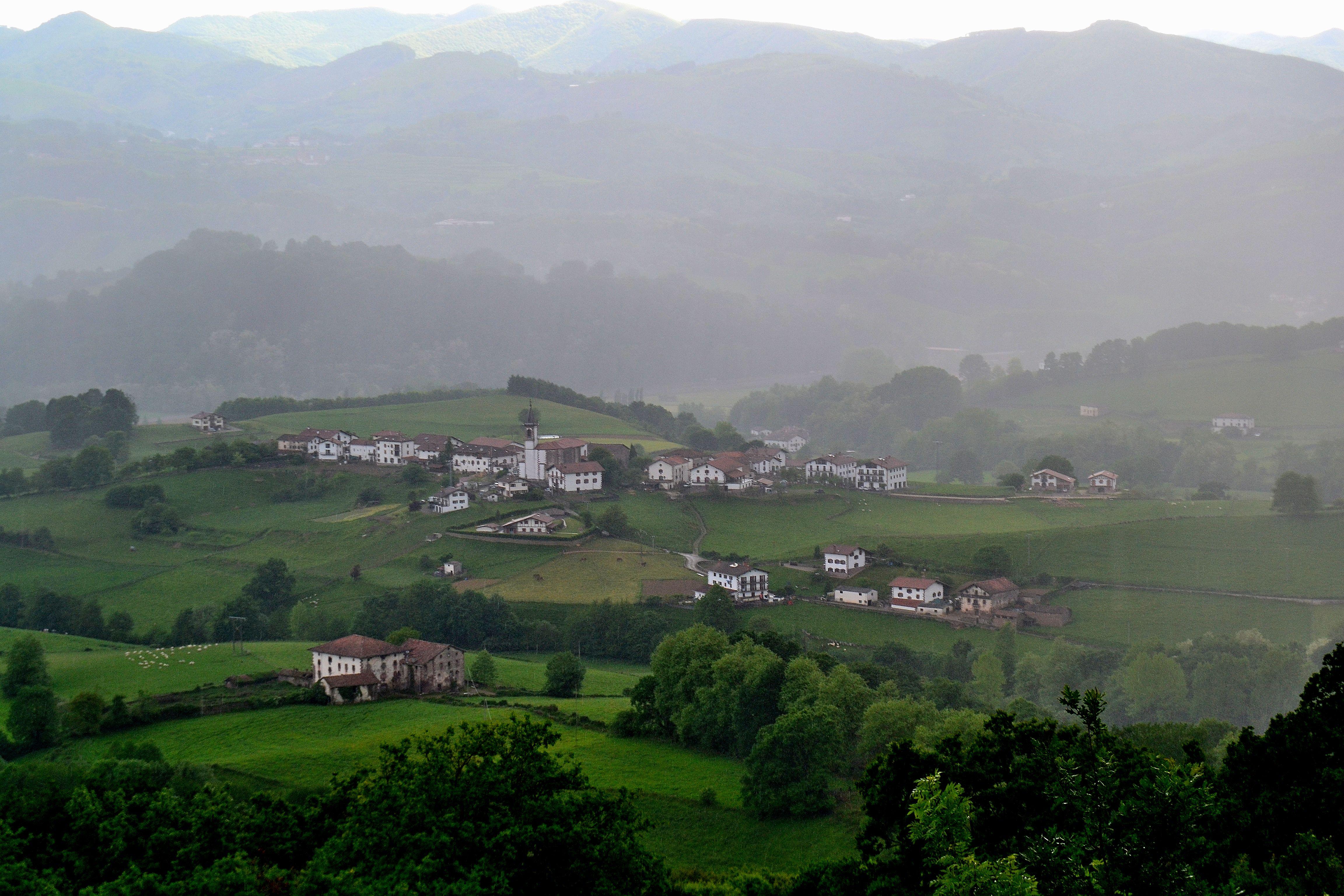 http://upload.wikimedia.org/wikipedia/commons/2/20/Lekarotz._Euskal_Herria.JPG