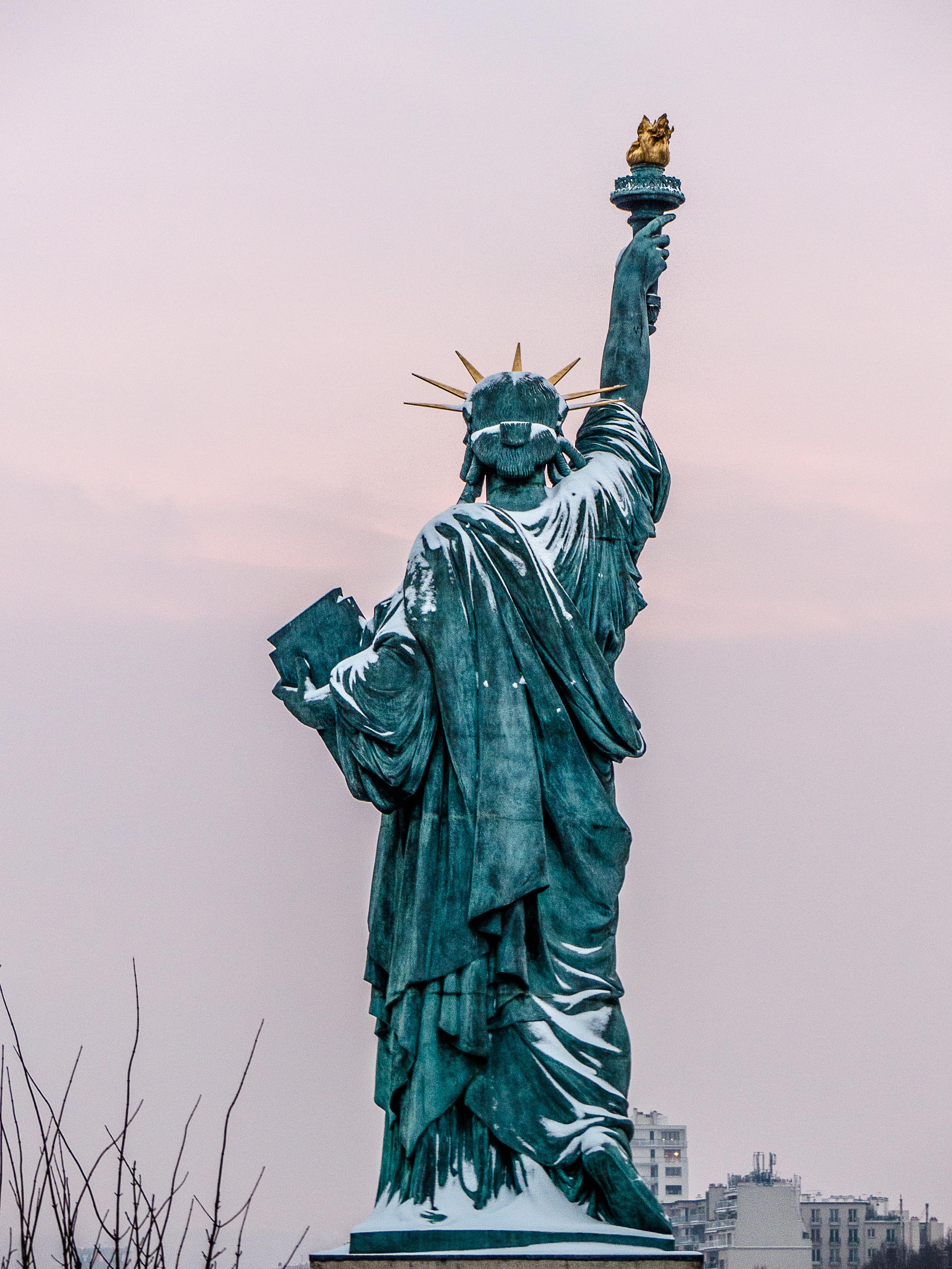 File:Liberty Enlightening the World, Île aux Cygnes, Paris