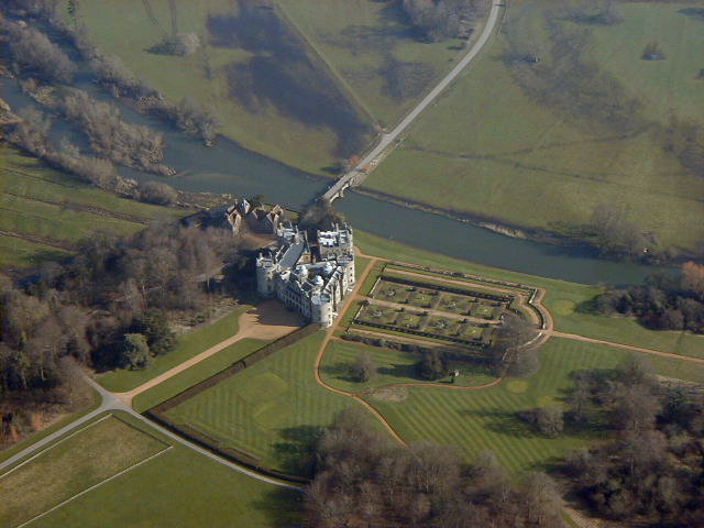 longford castle.jpg