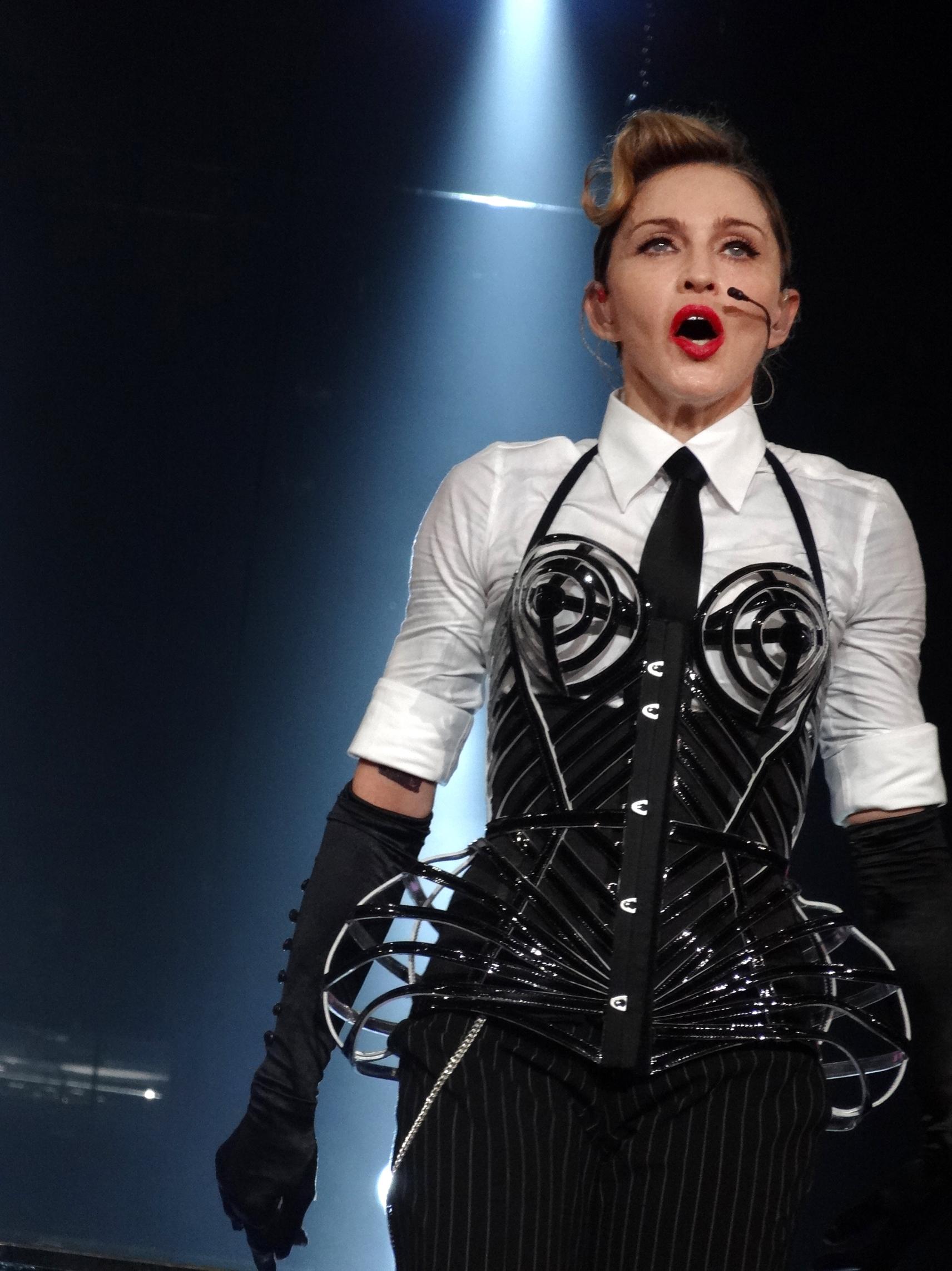Madonna Tour  Uk