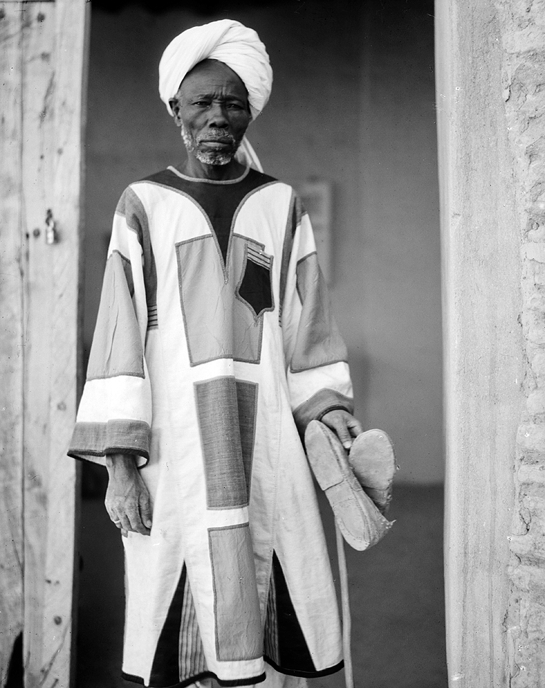 A Sudanese man wearing the typical Mahdist clothing in Omdurman, 1936