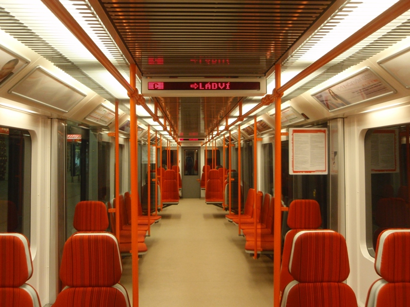 https://upload.wikimedia.org/wikipedia/commons/2/20/Metro_M1_in_Prague.jpg