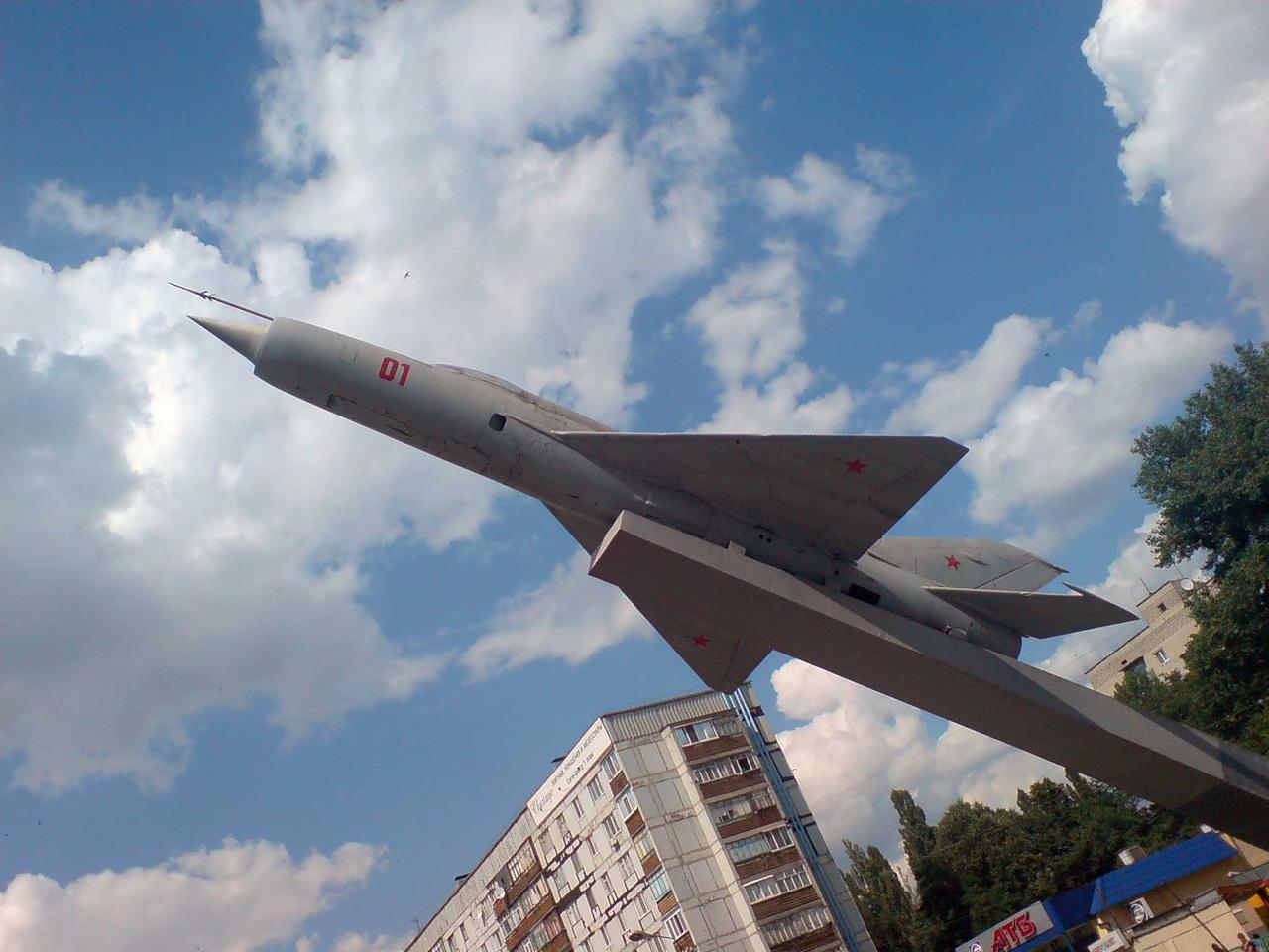 Истребитель МиГ-21 — памятник лётчикам 295-й истребительной авиадивизии