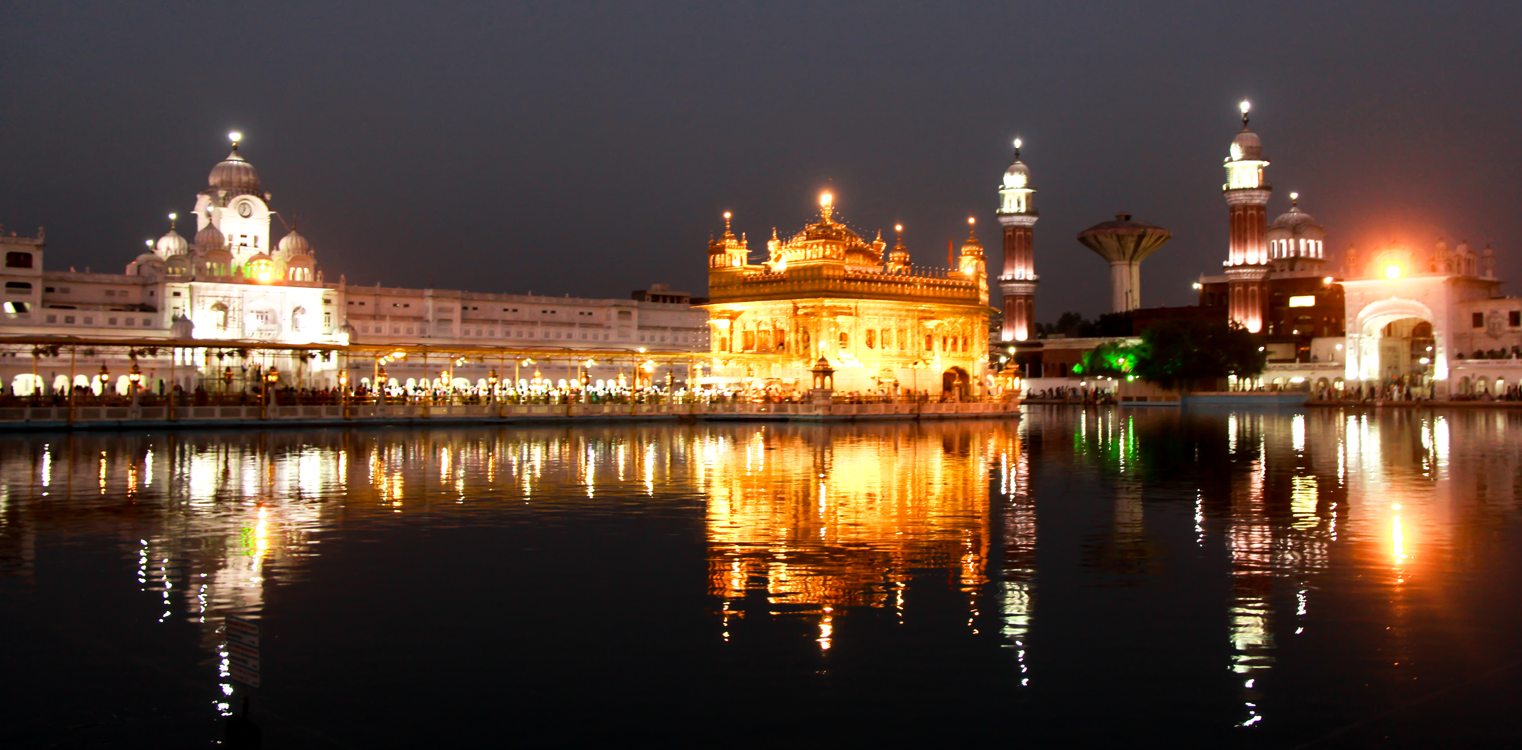 file night view golden temple     wikimedia commons