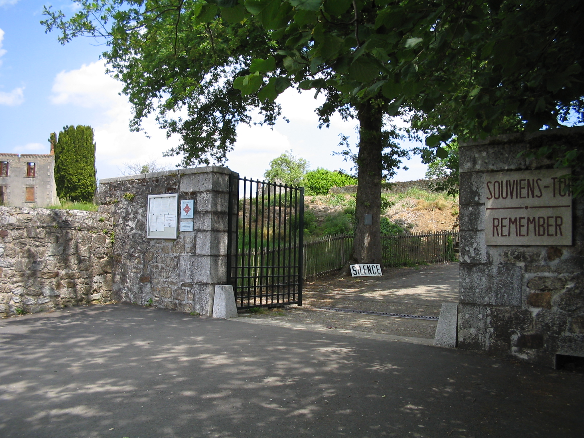 http://upload.wikimedia.org/wikipedia/commons/2/20/Oradour-sur-Glane-Entrance-1360.jpg