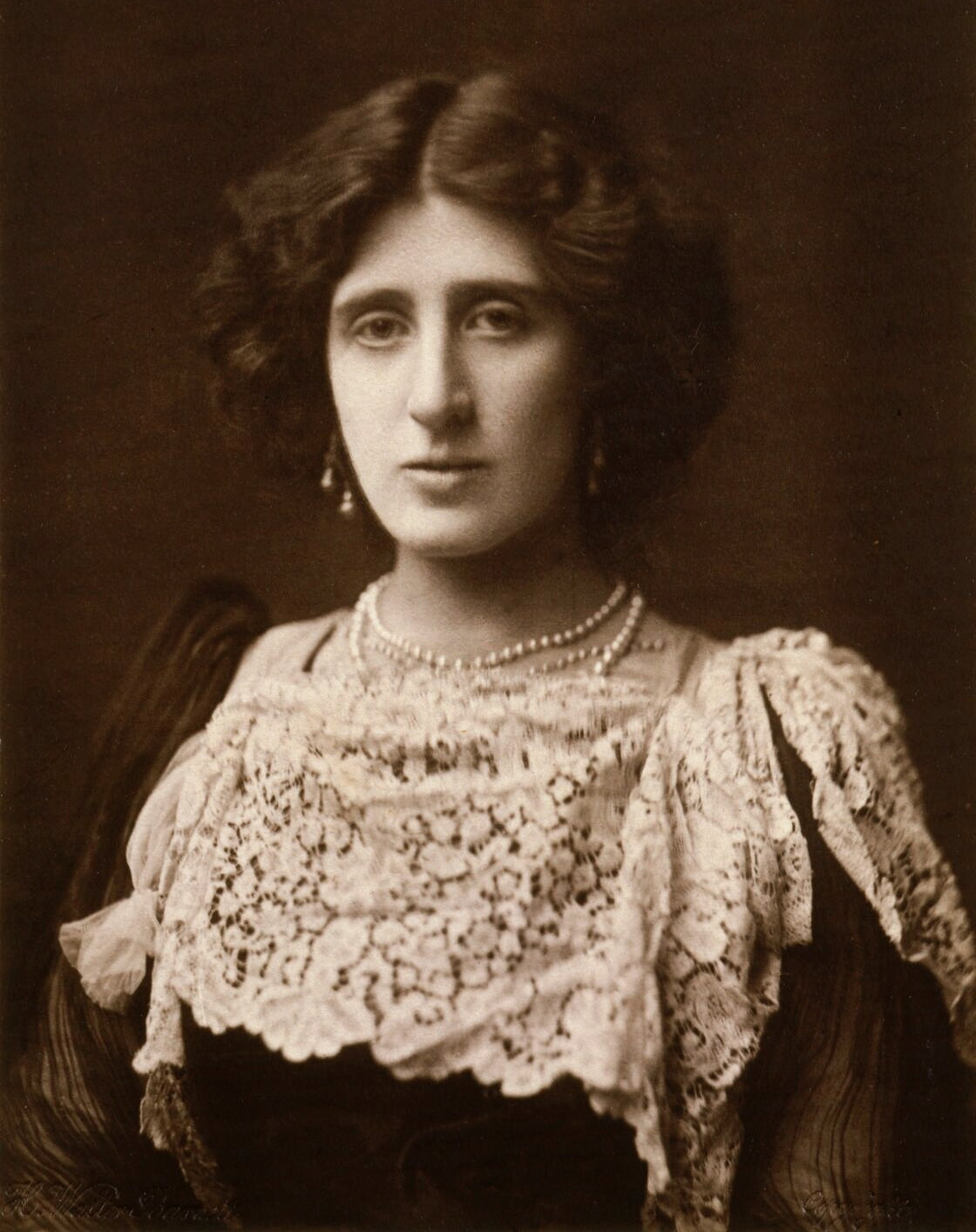 Image of Lady Ottoline Morrell from Wikidata