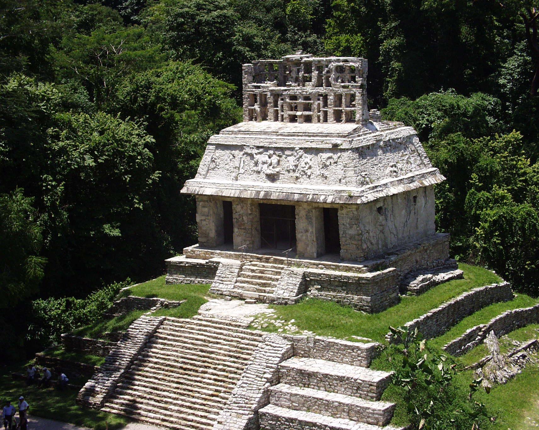 File:Palenque - Las Cruces - Templo del Sol.JPG ...
