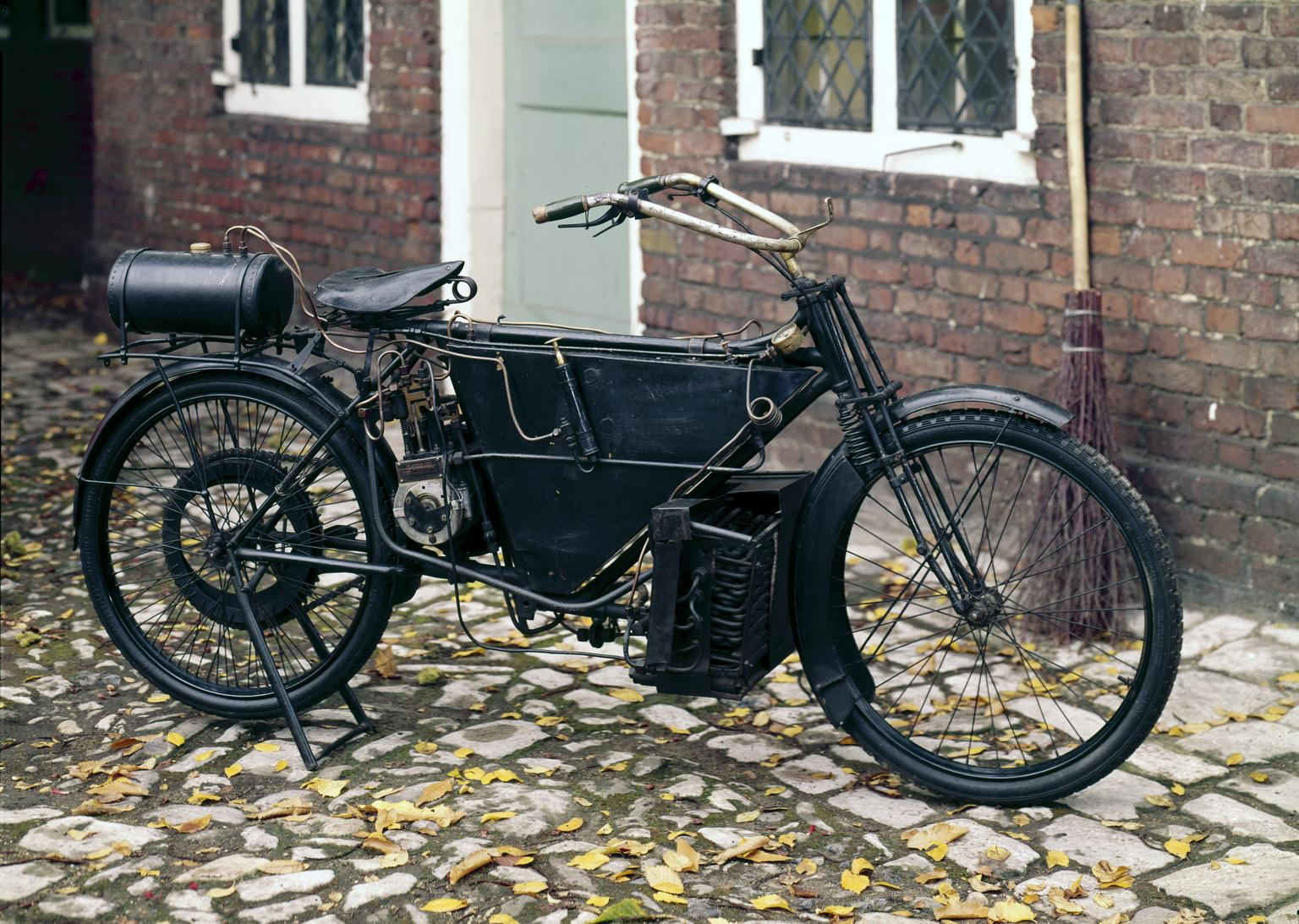 Pearson & Cox 3 hp steam bicycle, 1912. 1937 0704.jpg