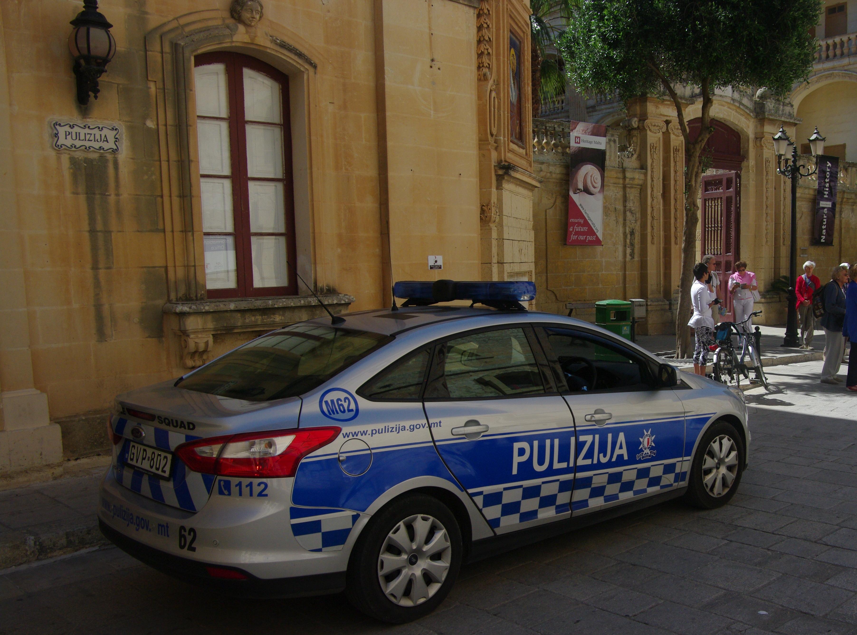Filepolice car in malta 02g wikimedia commons filepolice car in malta 02g sciox Images