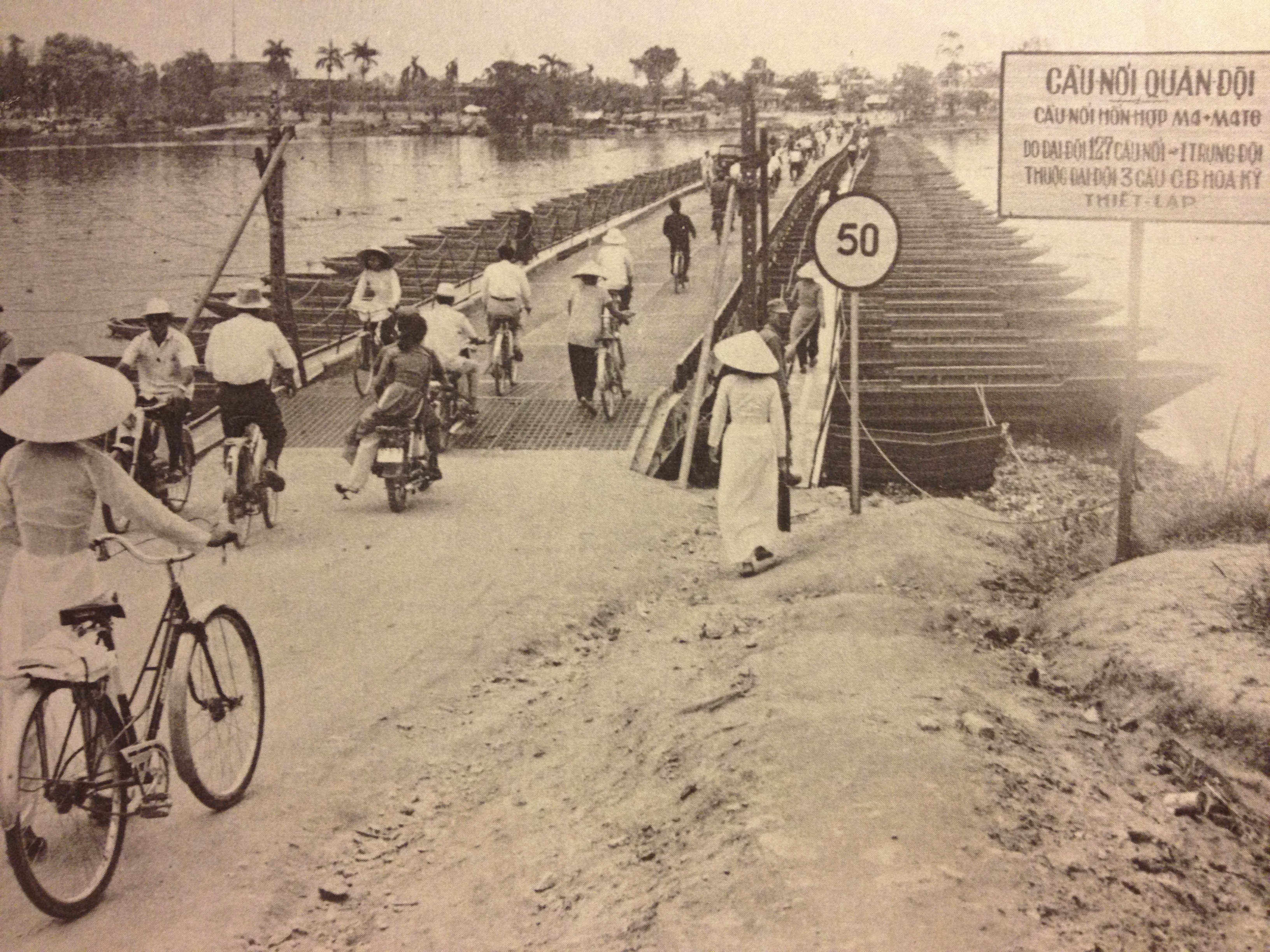 Pontoon_Bridge_over_the_Perfume_River,_H