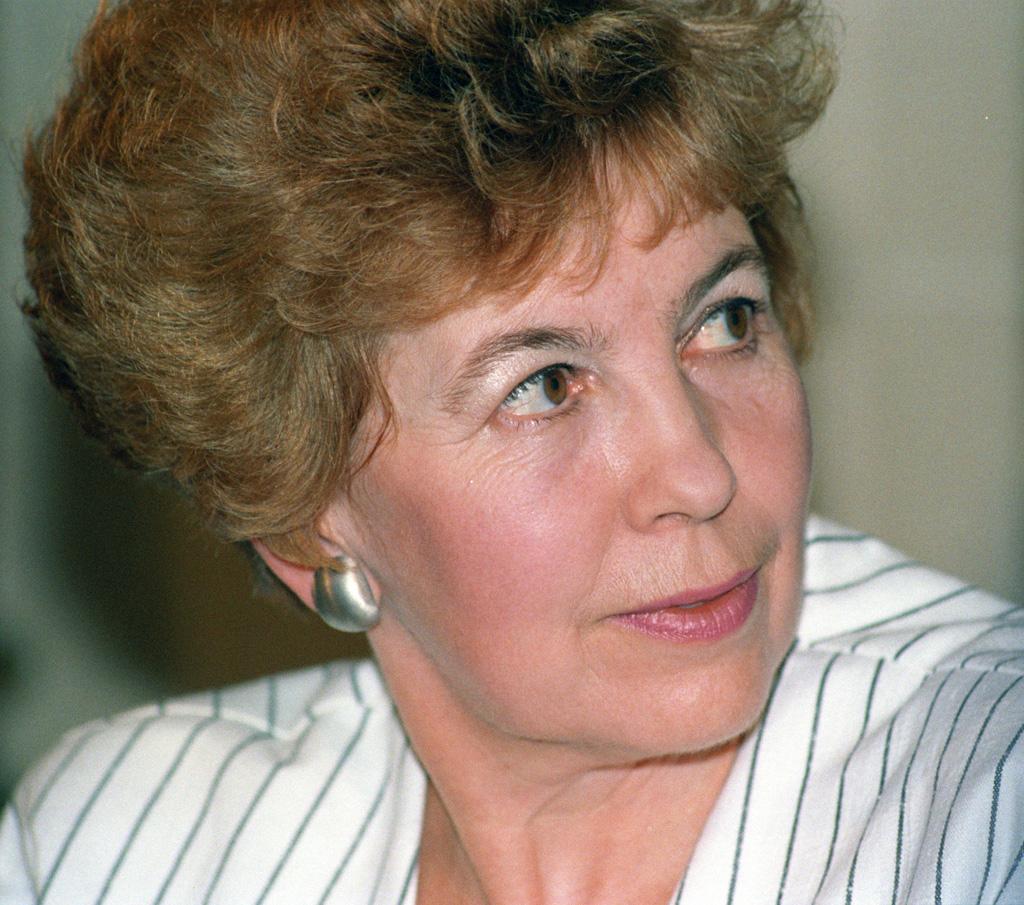 26 лет назад, в октябре 1986 года, генеральный секретарь цк кпсс мс горбачев, в сопровождении министра эа шеварднадзе, секретарей цк кпсс афдобрынина и аняковлева, прибыл в рейкьявик для