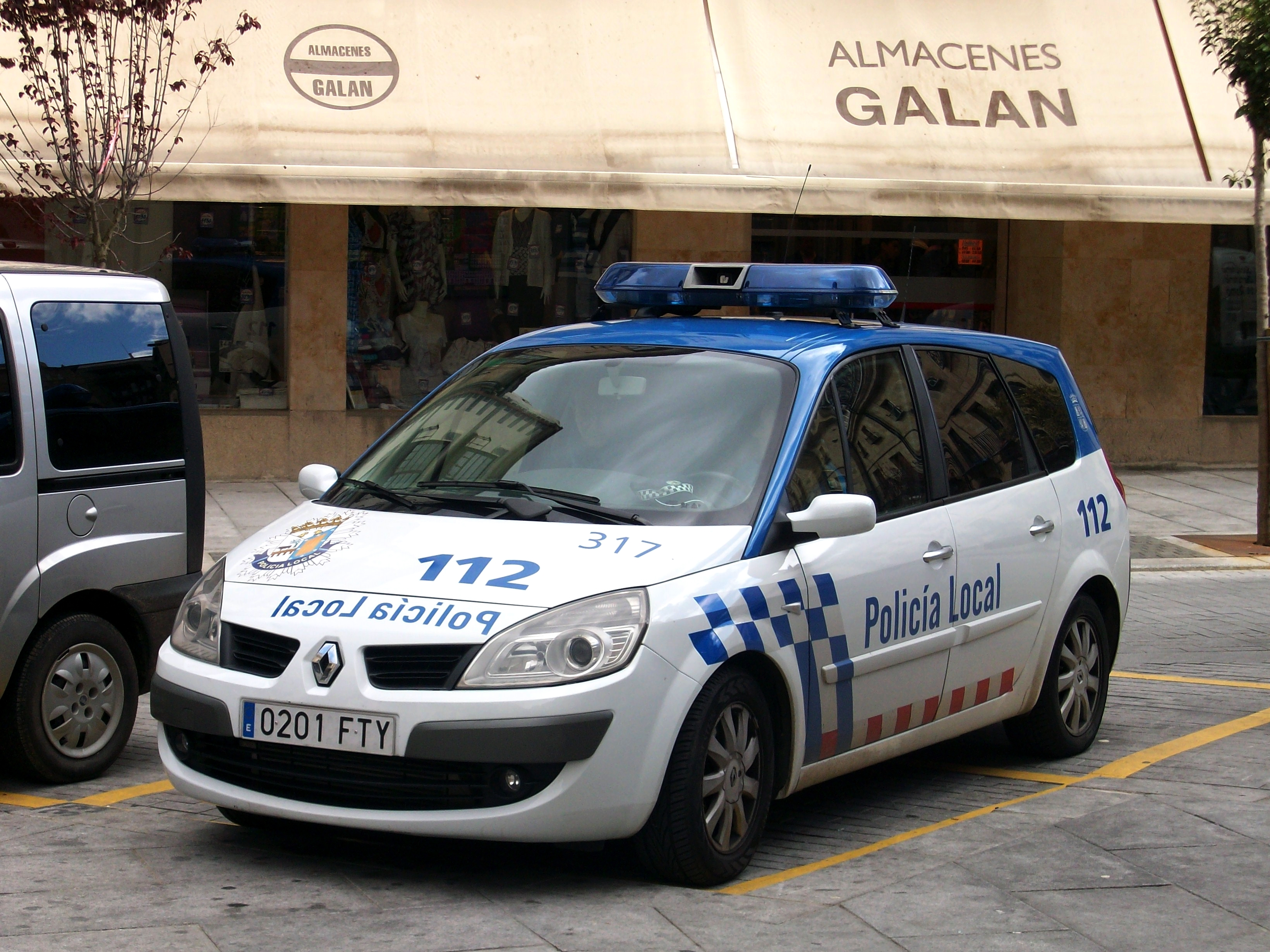 file renault sc nic ii policia local salamanca 2012 jpg wikimedia commons. Black Bedroom Furniture Sets. Home Design Ideas