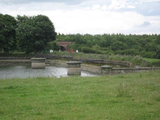 Reservoir Dam - geograph.org.uk - 1392501