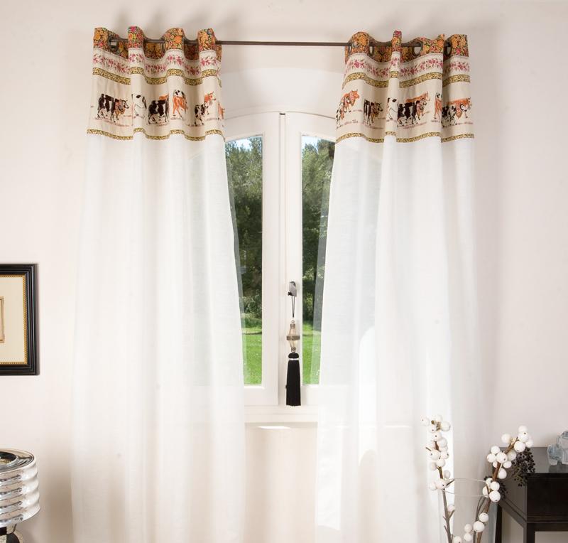 des rideaux originaux finest des t tes de lit habill es avec des rideaux floriane lemari. Black Bedroom Furniture Sets. Home Design Ideas