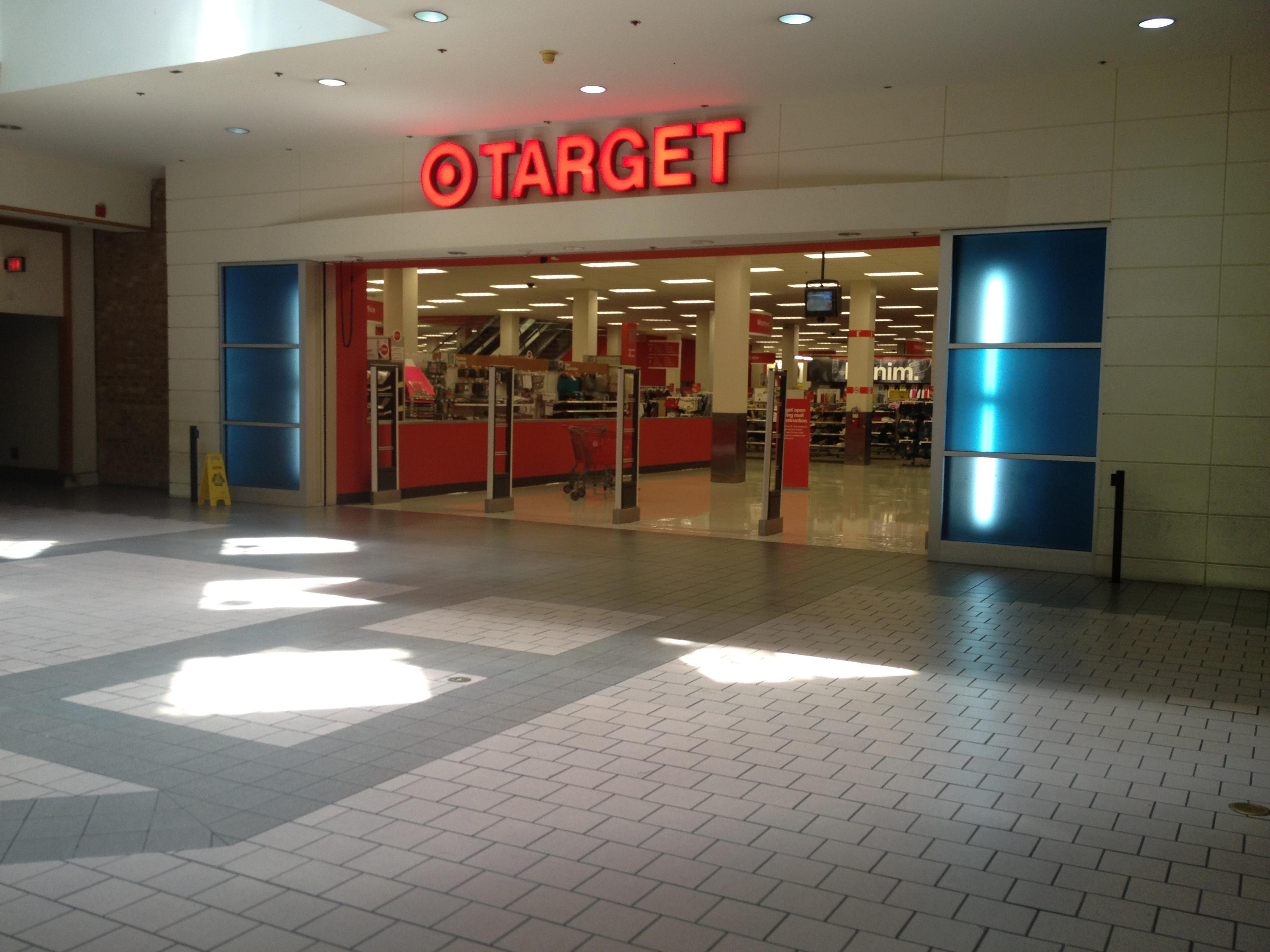 File:Target - Springfield Mall Springfield, VA (16201168551).jpg ...