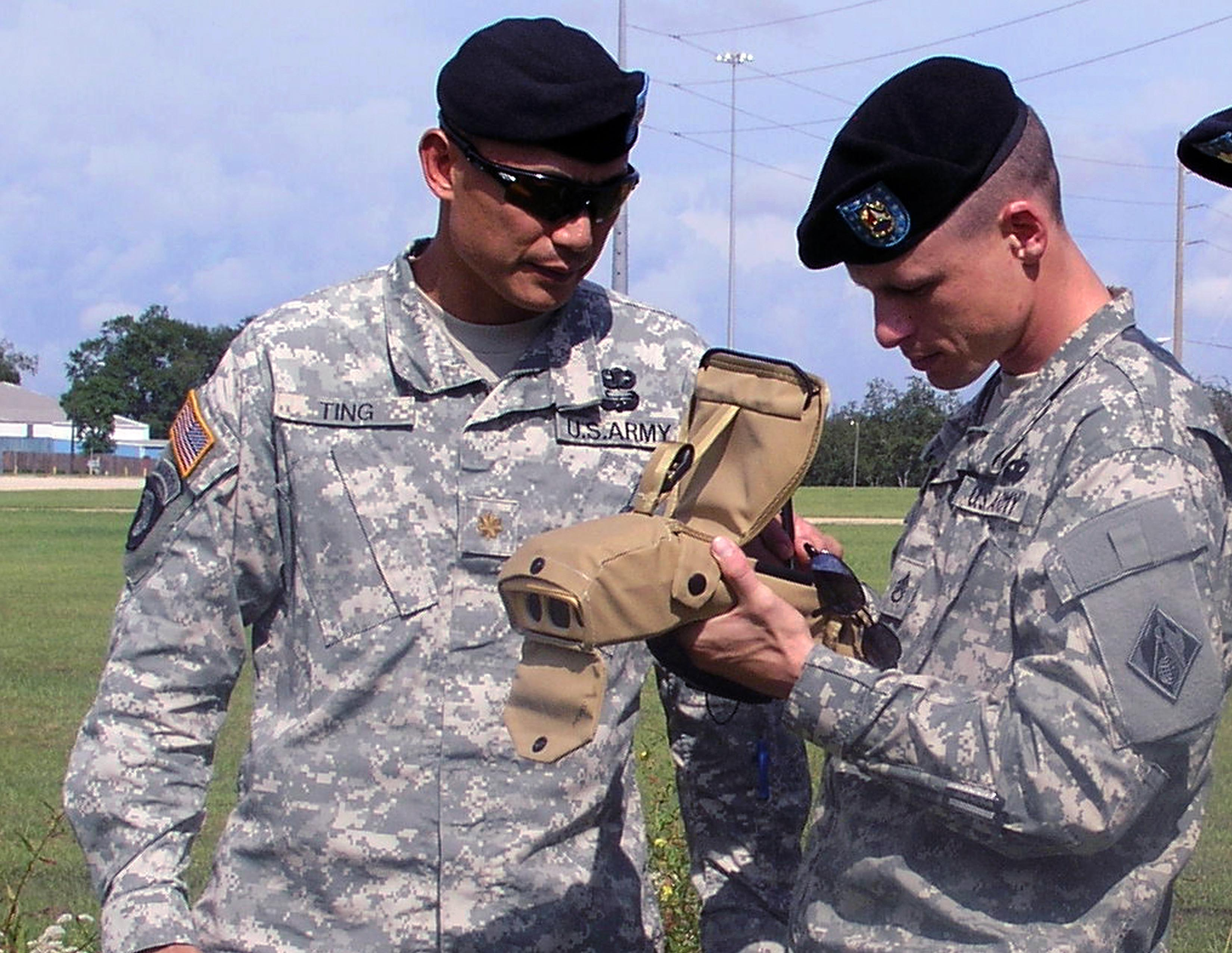 FileUS Army 51838 Field Force Engineering Team Members Input Data Into The Ike