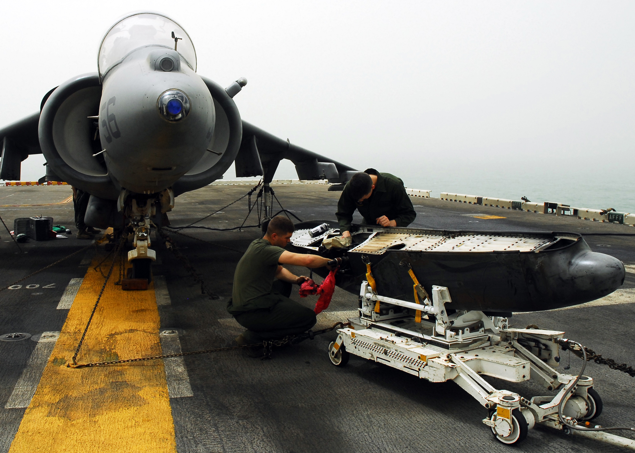 US_Navy_080915-N-2183K-006_Marines_clean