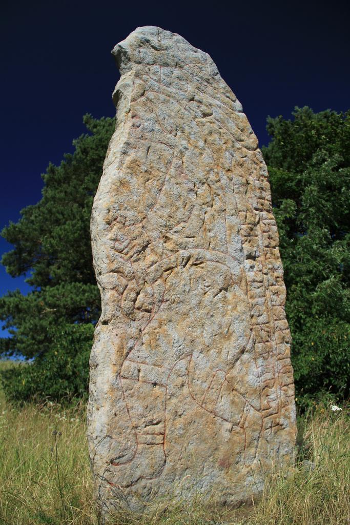 Kllby s, stone - RuneS