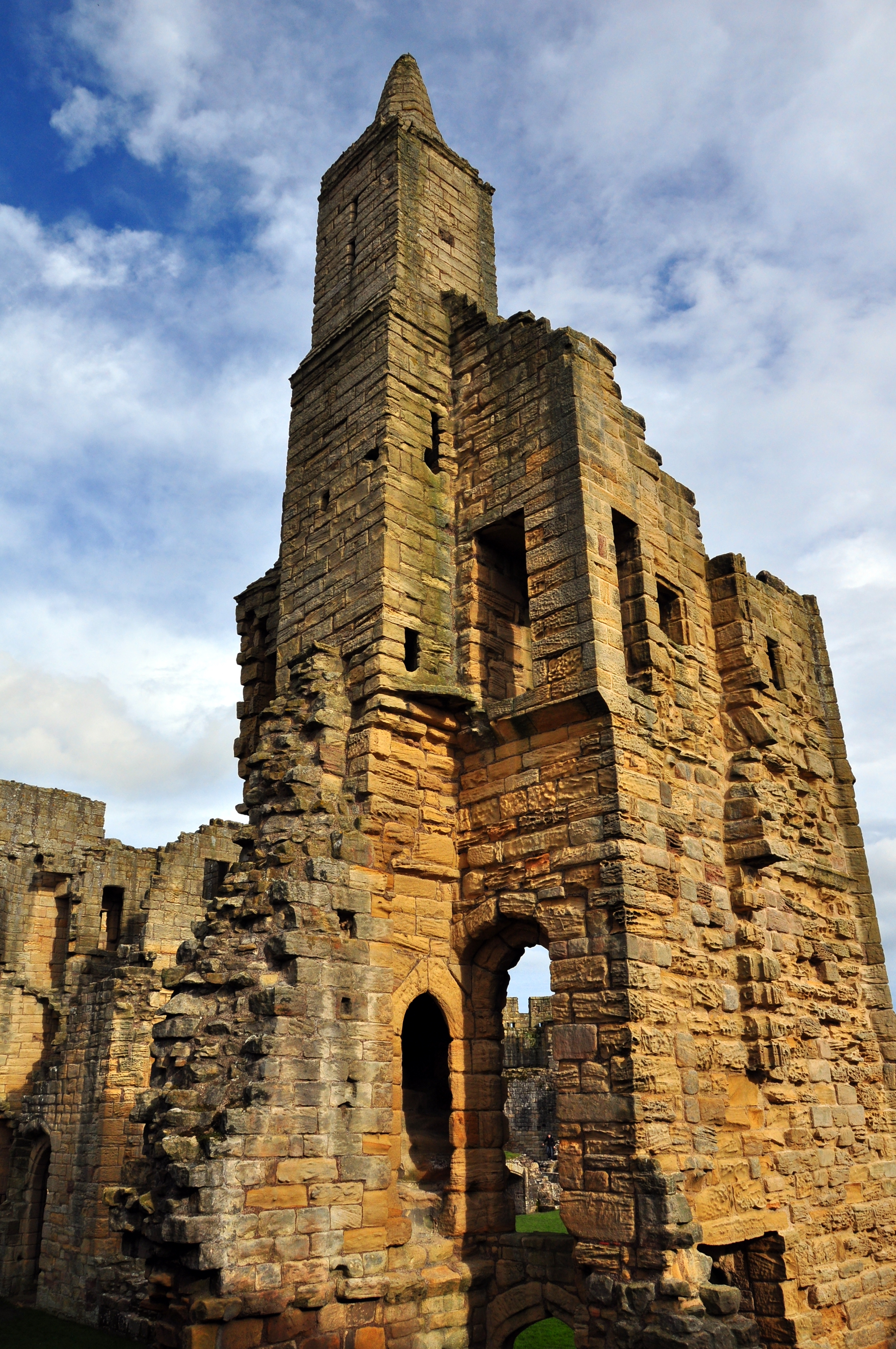 File warkworth castle little stair wikimedia for Stair tower
