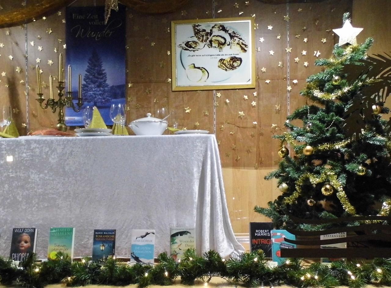 File:Weihnachtliche Schaufenster Dekoration - panoramio.jpg ...