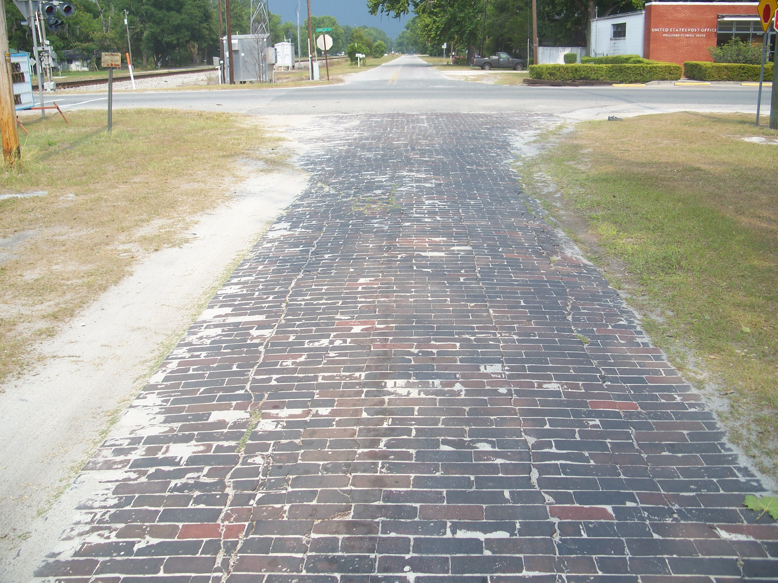 FileWellborn FL Brick Road East03