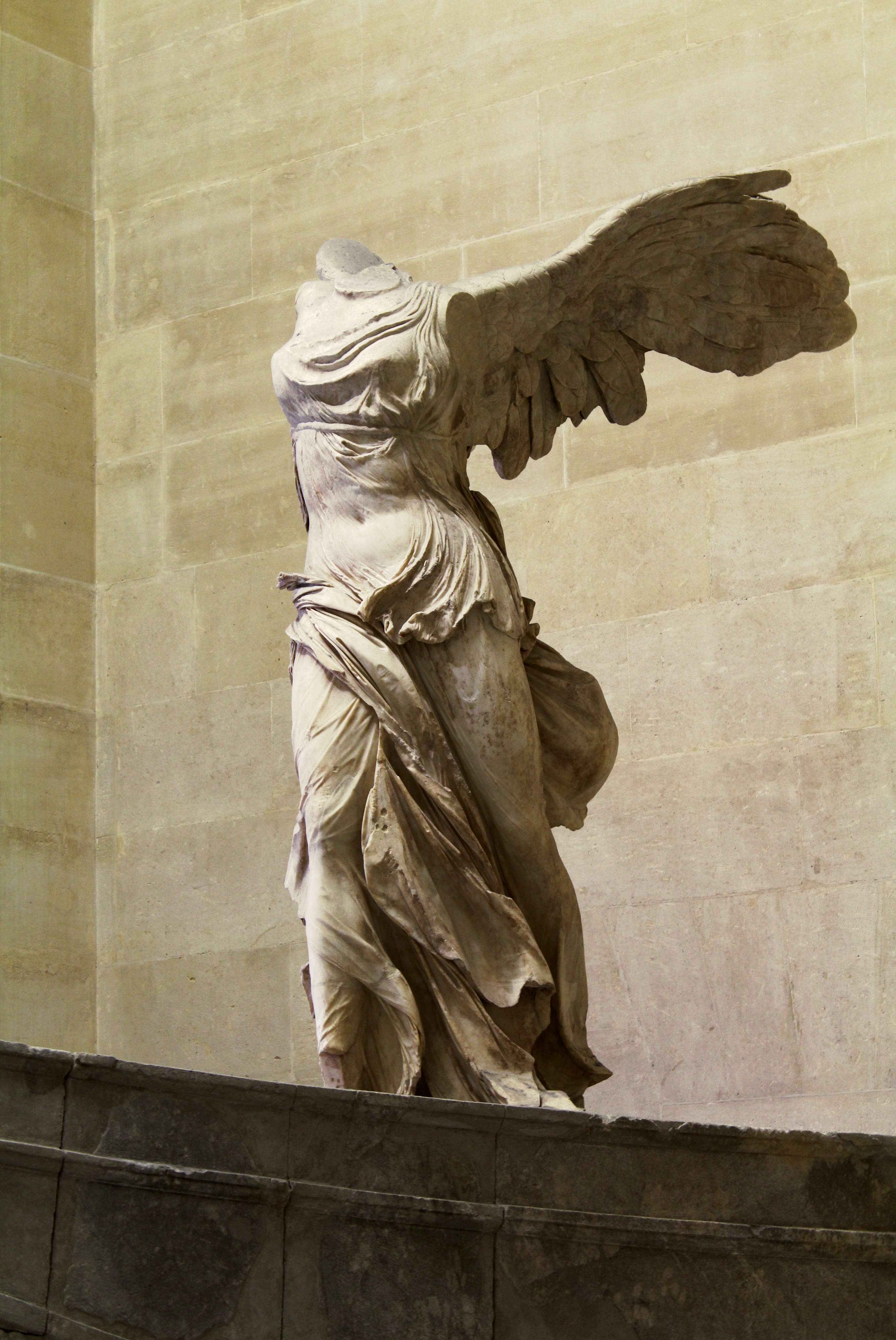 312ff12d4e5bc File:Winged Victory of Samothrace (1).jpg - Wikimedia Commons